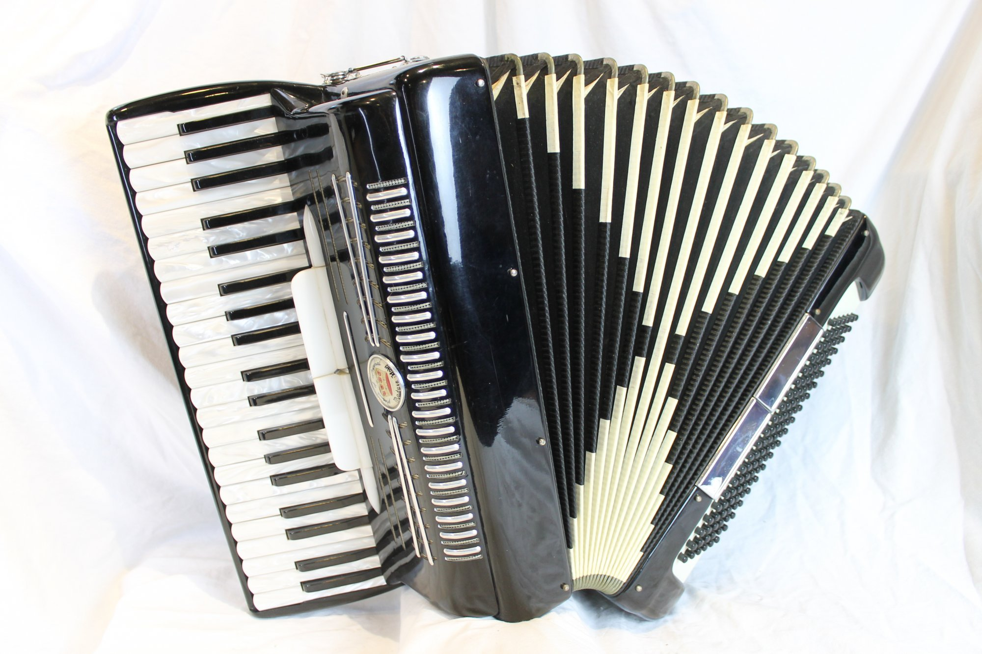 4426 - Black Imperial La Sonora E100 Piano Accordion LMM 41 120
