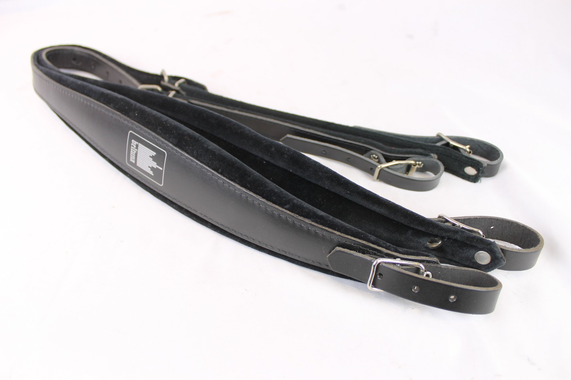 New Old Stock Black Leather Velour Beltuna Accordion Shoulder Straps Width (7cm / 2.75in) Length (91.5~109cm / 36~43in)