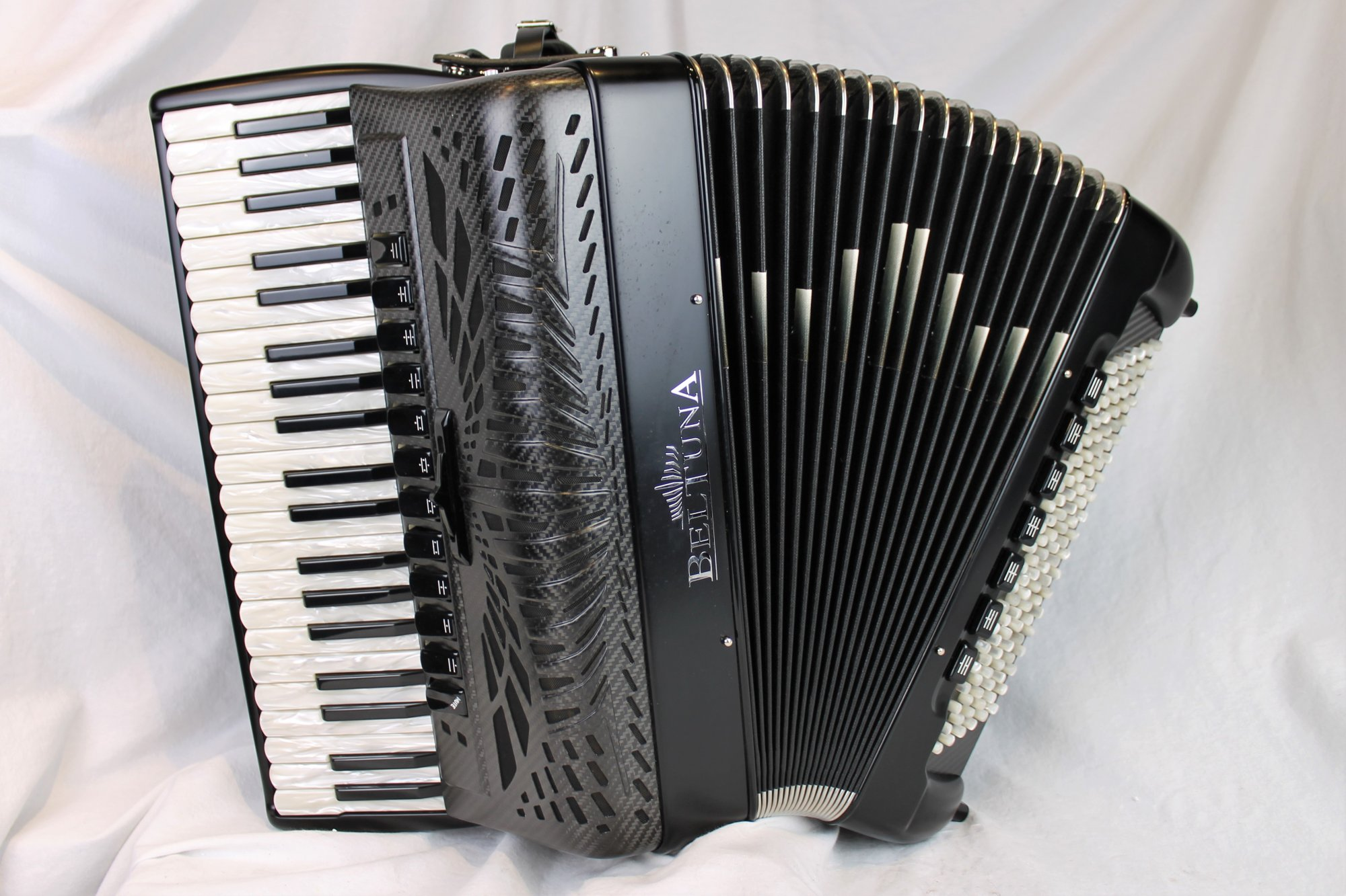 NEW Black Beltuna Leader IV Fly GHV Piano Accordion LMMH 41 120