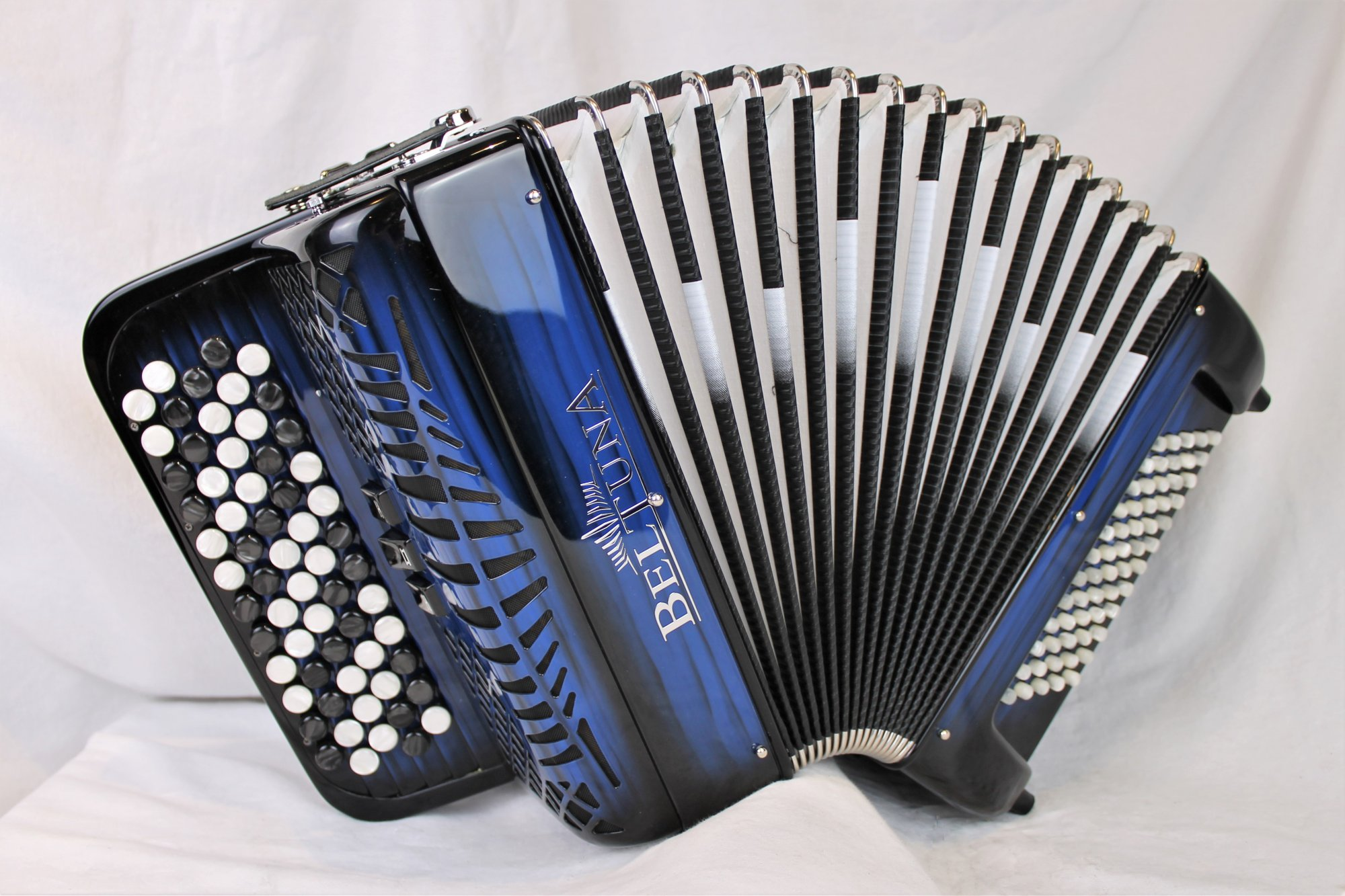NEW Blue Shadow Beltuna Studio II K Chromatic Button Accordion C System MM 62 60