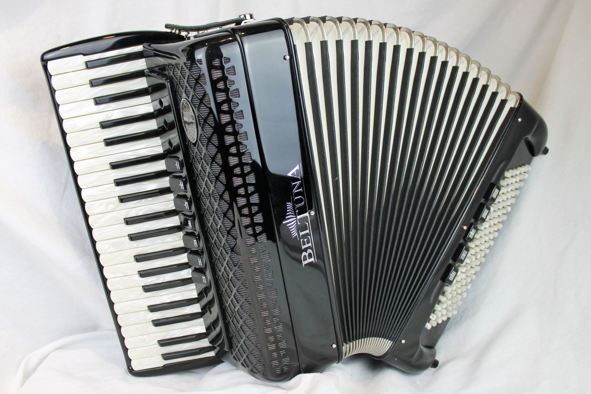 NEW Black Beltuna Studio III Compact Piano Accordion LMM 41 108