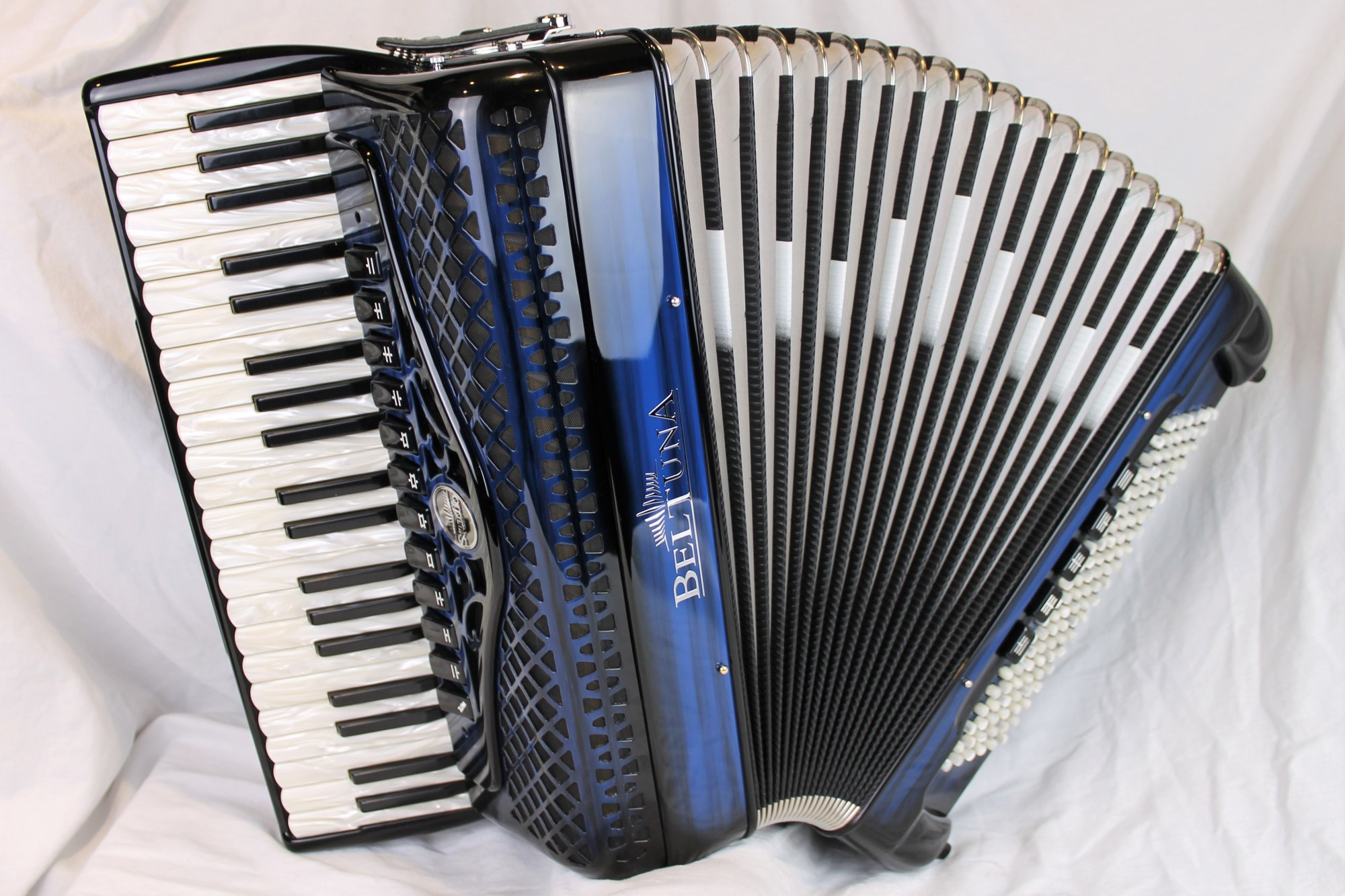 NEW Blue Shadow Beltuna Studio IV Piano Accordion LMMH 41 120