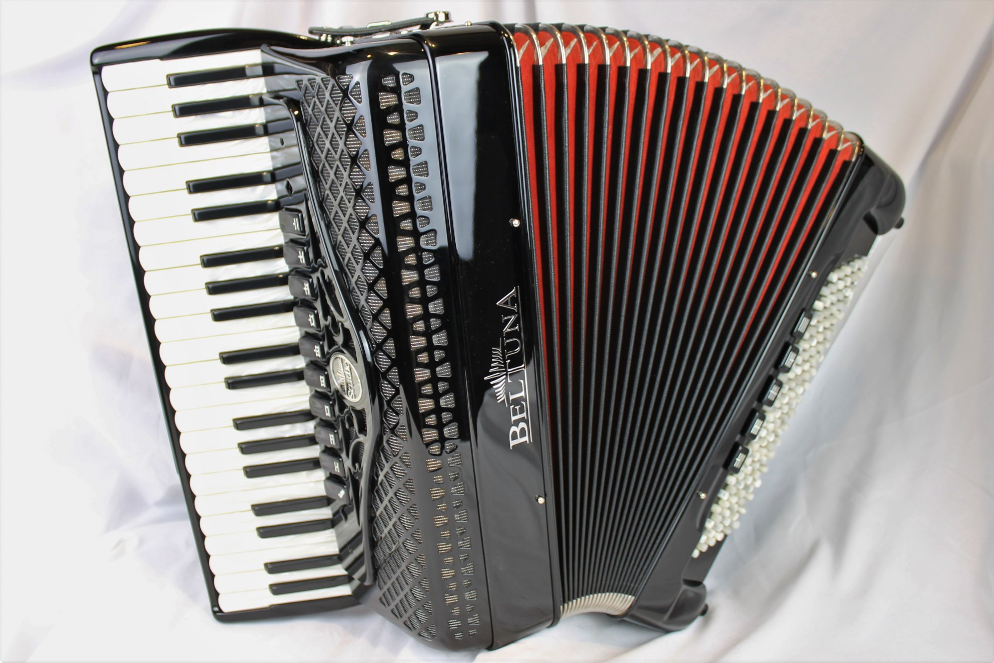 NEW Black Beltuna Studio IV Piano Accordion LMMM 41 120