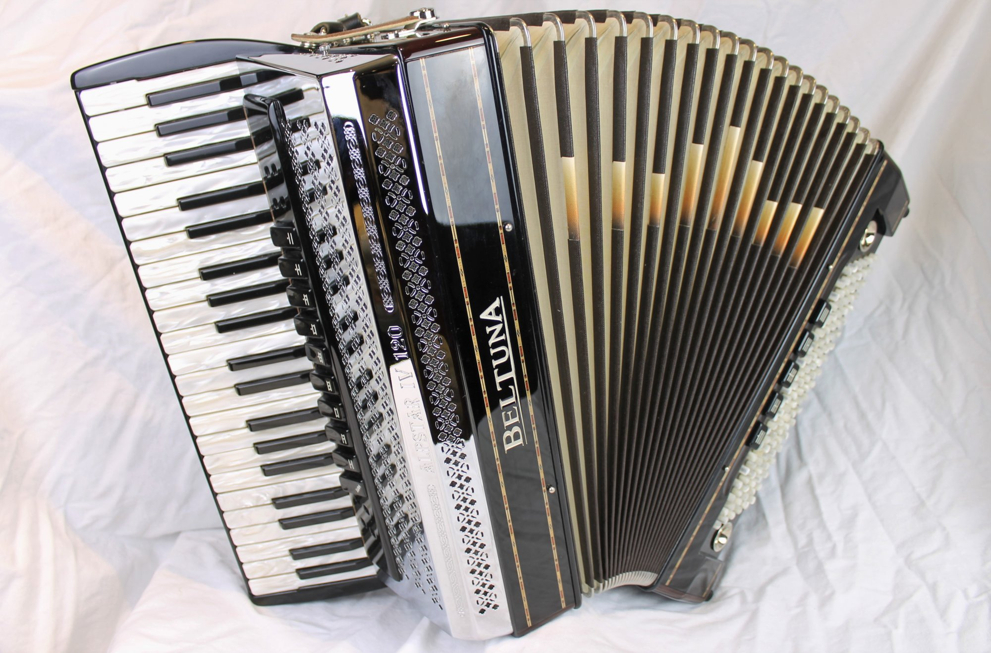 4574 - Certified Pre-Owned Black Forest Beltuna Alpstar IV M Piano Accordion LMMM 41 120