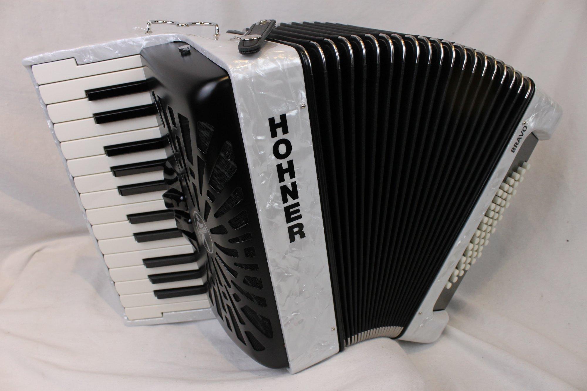 NEW White Hohner Bravo II Piano Accordion MM 26 48