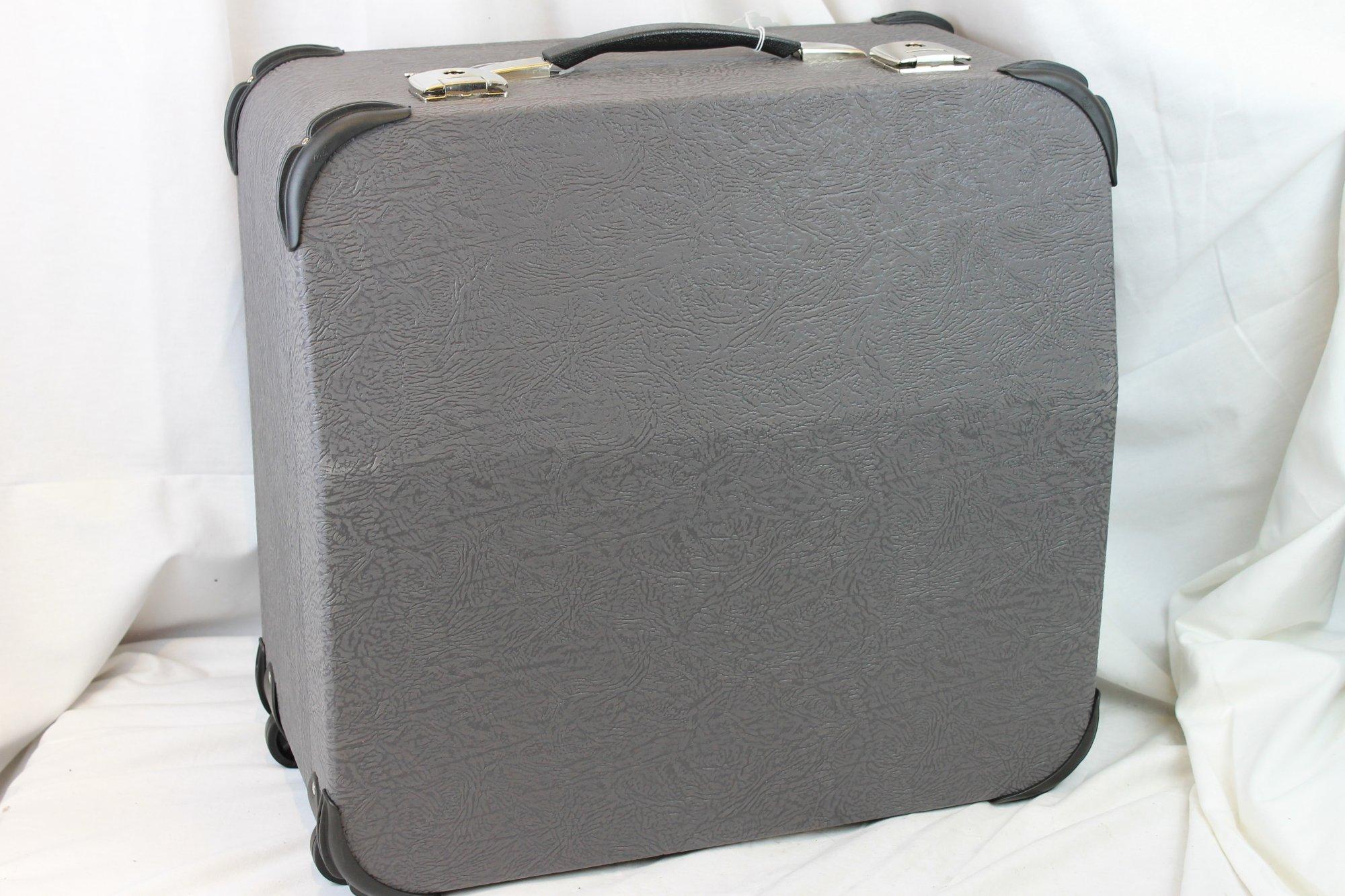 NEW Gray Brandoni Accordion Hard Case with Wheels 19.75 x 19 x 9.5 (50cm x 48cm x  24cm)
