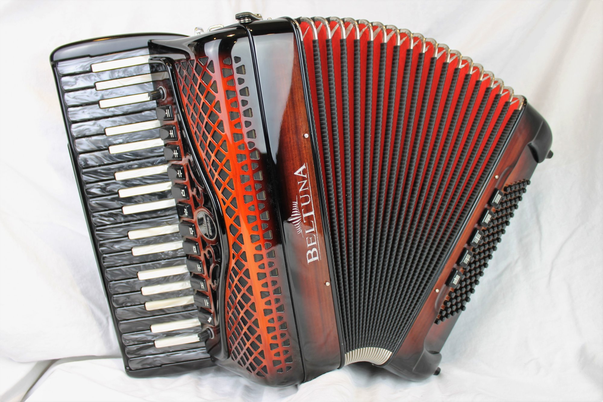3661 - Certified Pre-Owned Enchanted Forest Beltuna Studio IV Piano Accordion LMMH 37 96