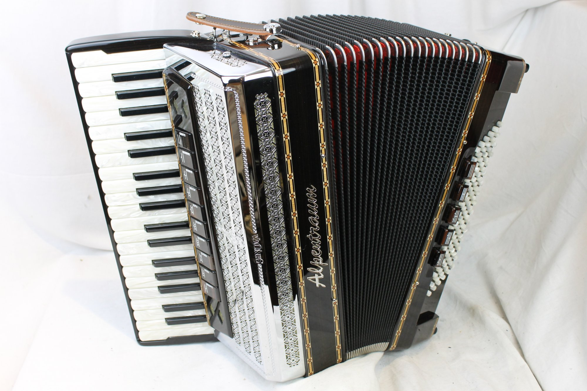 NEW Black Forest Alpentraum 496 Helikon Piano Accordion LMMM 38 96