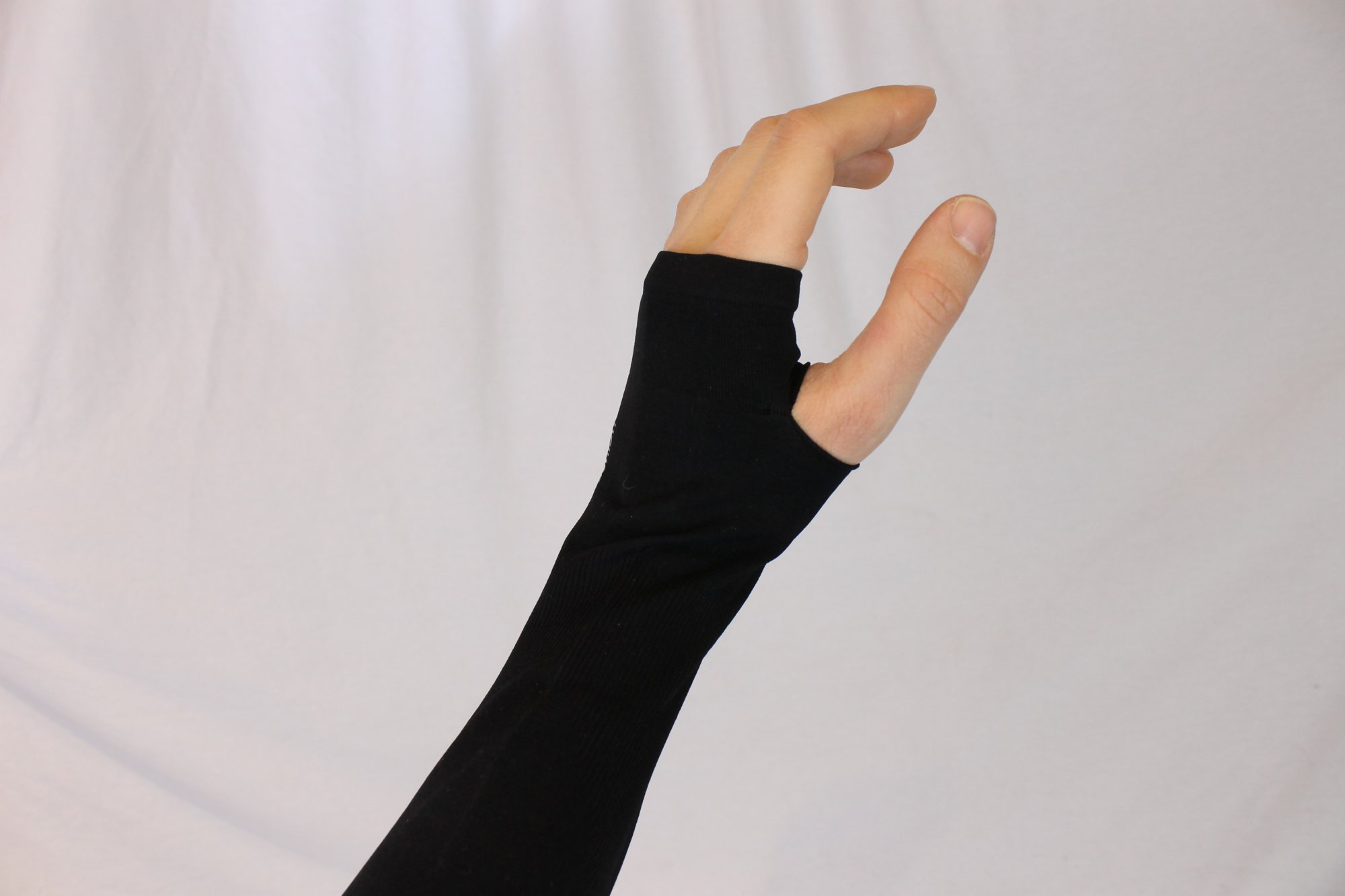 Accordion Glove for Support and Comfort of the Left Hand Wrist