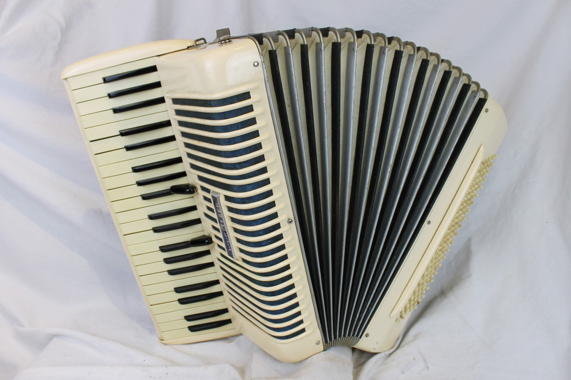 6142 - Rose Wurlitzer Piano Accordion LMM 41 120 - For Parts or Repair