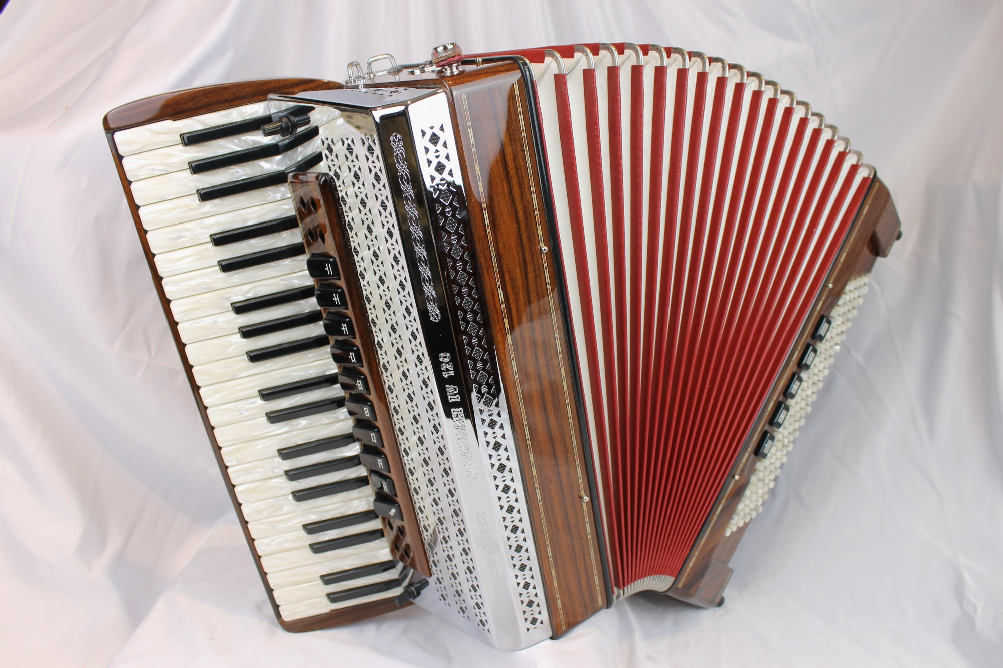NEW Rosewood Beltuna Tyrolean IV  Piano Accordion LMMM 41 120
