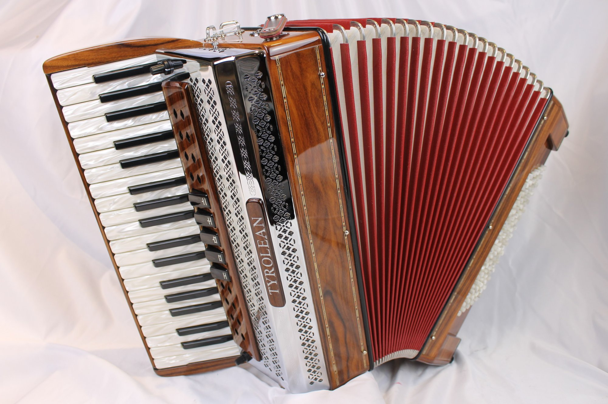 NEW Rosewood Beltuna Tyrolean III Helikon Piano Accordion LMM 37 96