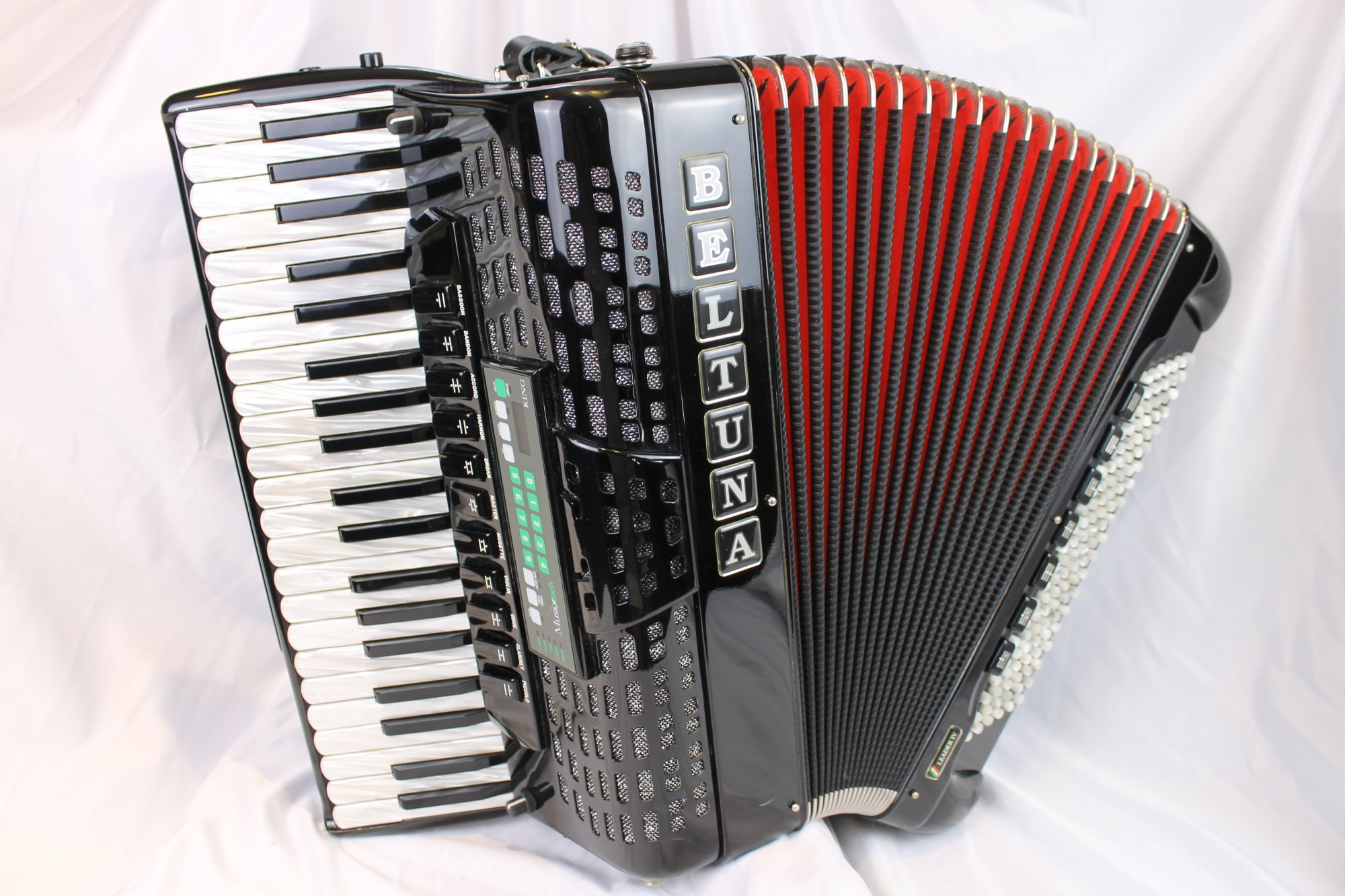 5016 - Black Beltuna Leader IV Piano Accordion LMMH 41 120 MusicTech MIDI