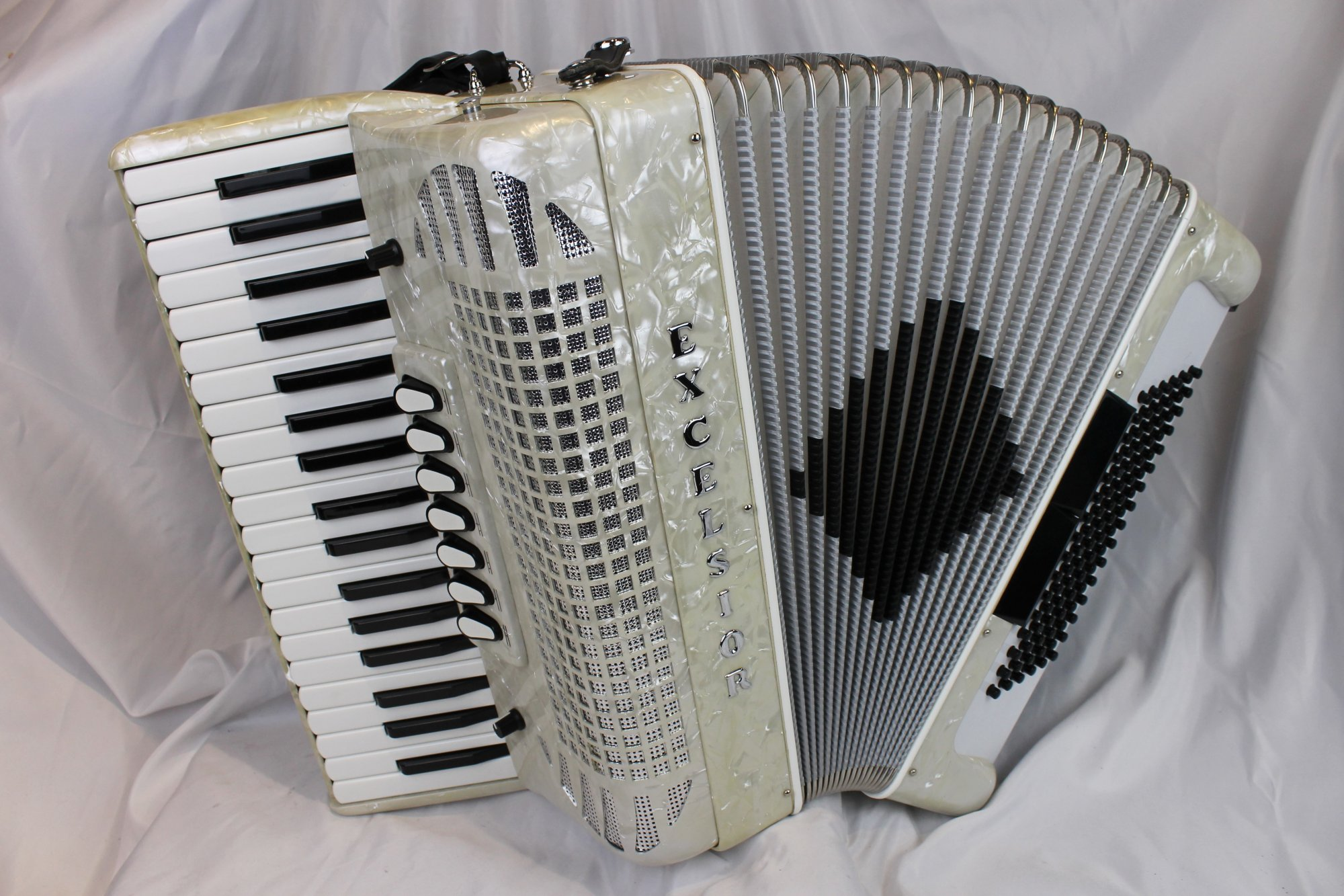 5023 - Like New White Pearl Excelsior 1296 Piano Accordion LMM 37 96