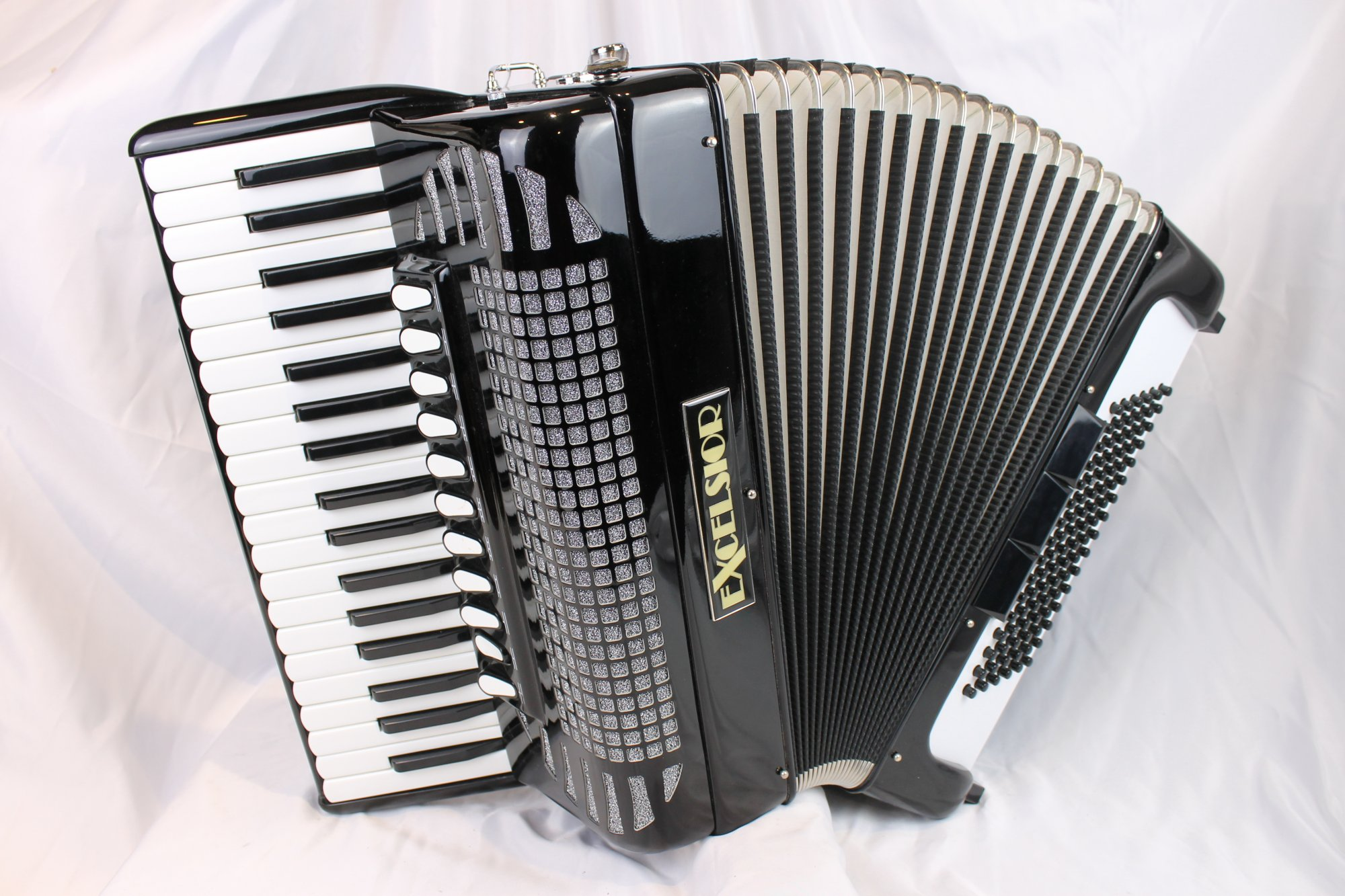 5024 - Like New Black Excelsior 1304BC Piano Accordion LMMM 37 96