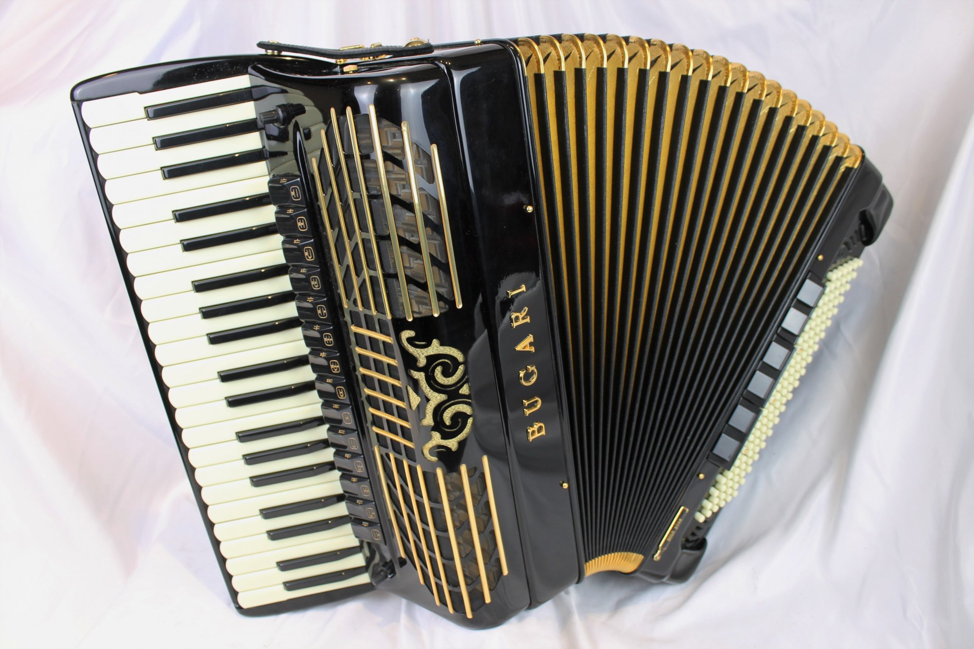 5031 - Like New Black Bugari Gold Plus Piano Accordion LMMH 41 120