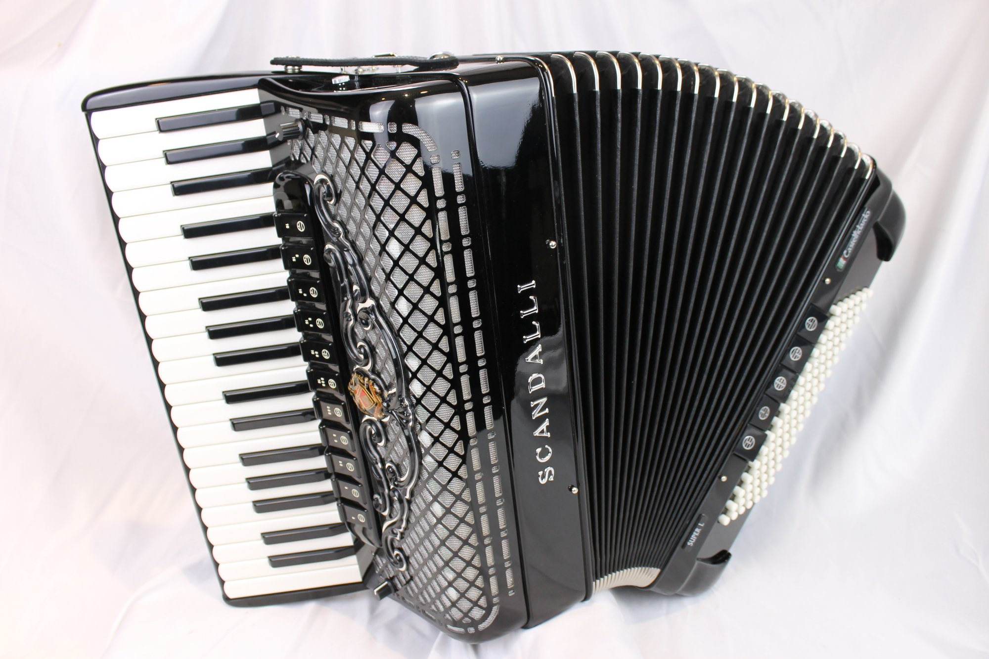 5036 - Like New Black Scandalli Super L Piano Accordion LMMM 37 96