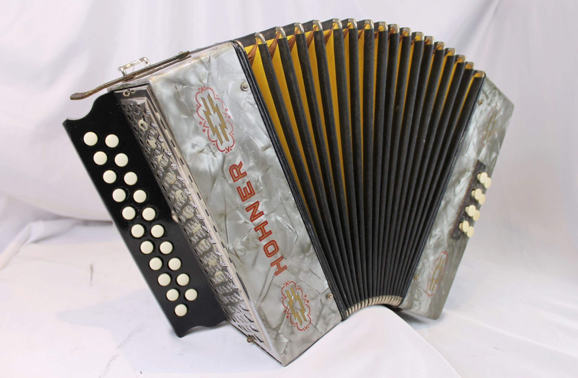 5187 - Silver Hohner 2815 Diatonic Button Accordion GC 21 8
