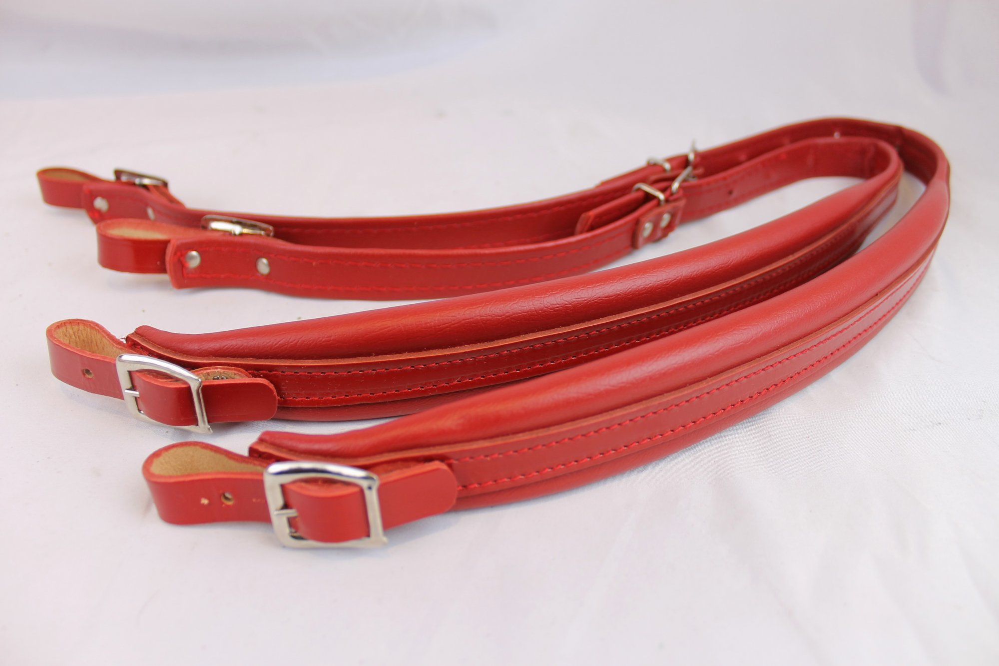New Old Stock Red Leather Accordion Shoulder Straps Width (4cm / 1.5in) Length (75~91.5cm / 29.5~36in)