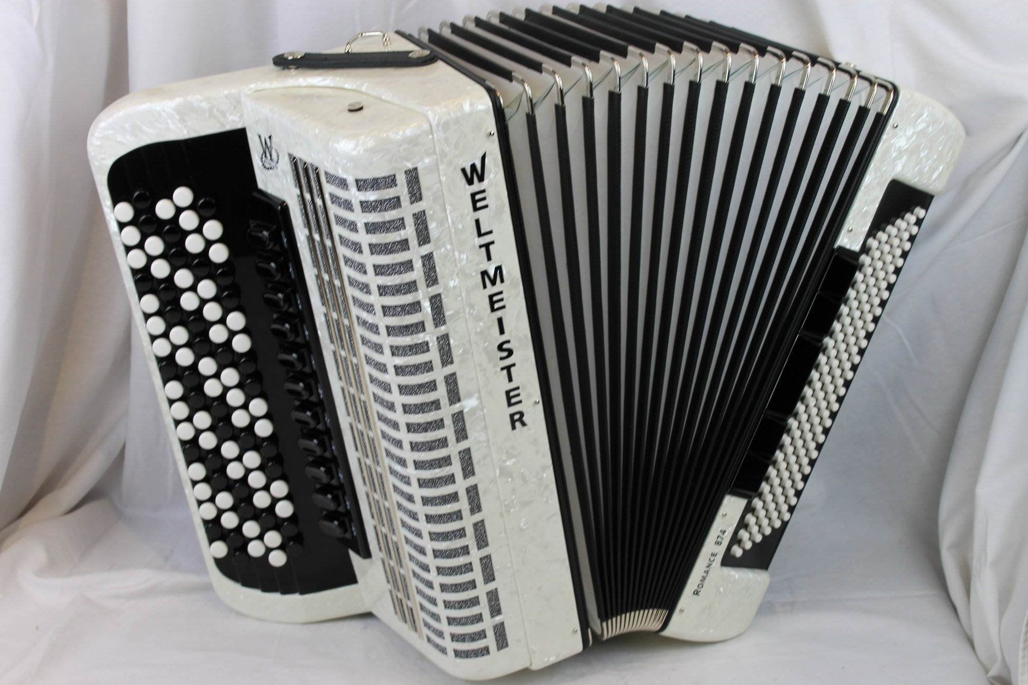 NEW White Weltmeister Romance 874 Chromatic Button Accordion B System LMMH 87 120