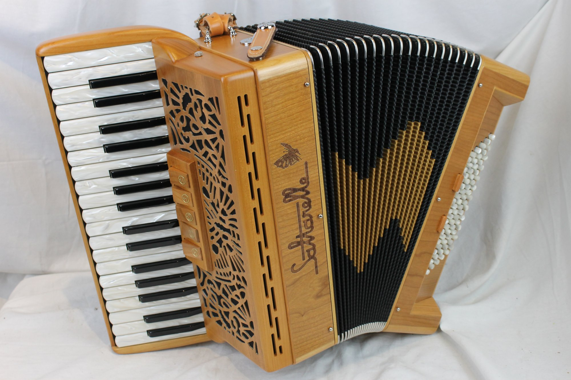 NEW Cherry Saltarelle Cleggan Piano Accordion LMM 35 72