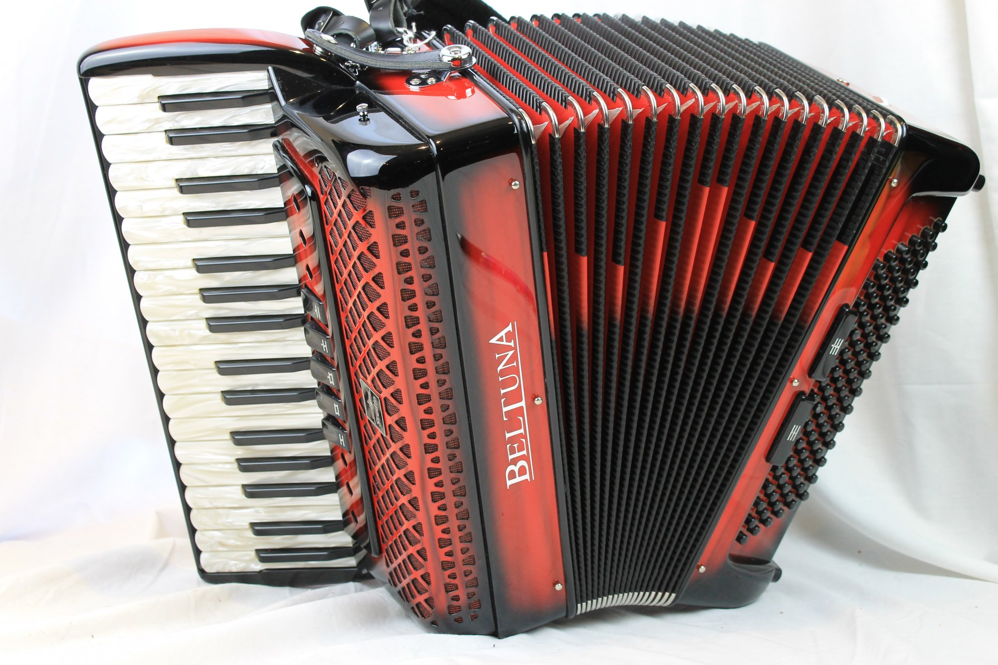 NEW Red Shadow Beltuna Studio III Piano Accordion LMM 34 96