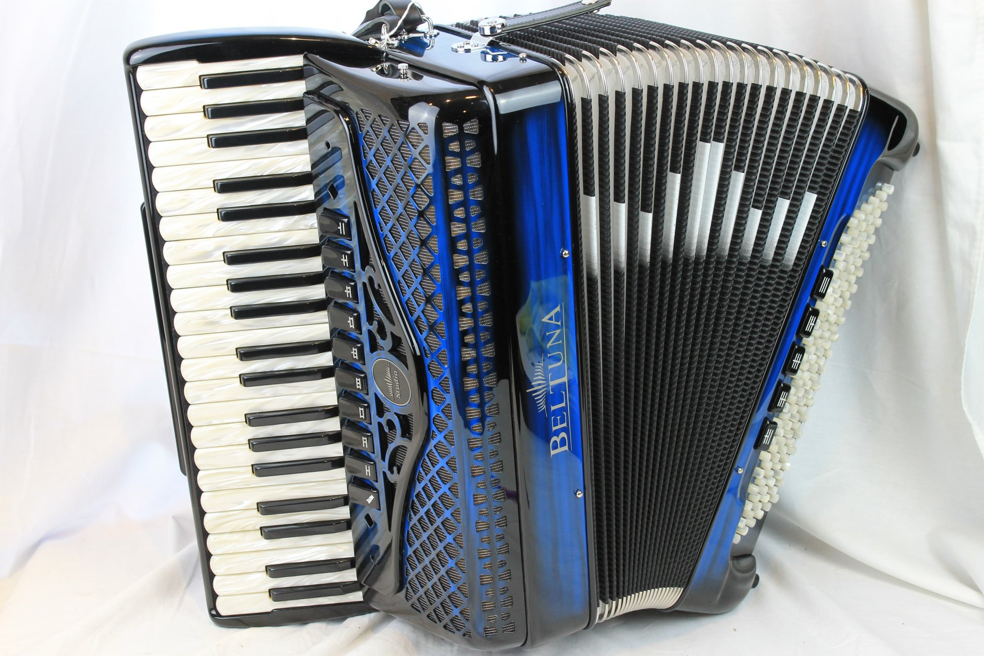 NEW Blue Shadow Beltuna Studio IV Slender Piano Accordion LMMM 41 120