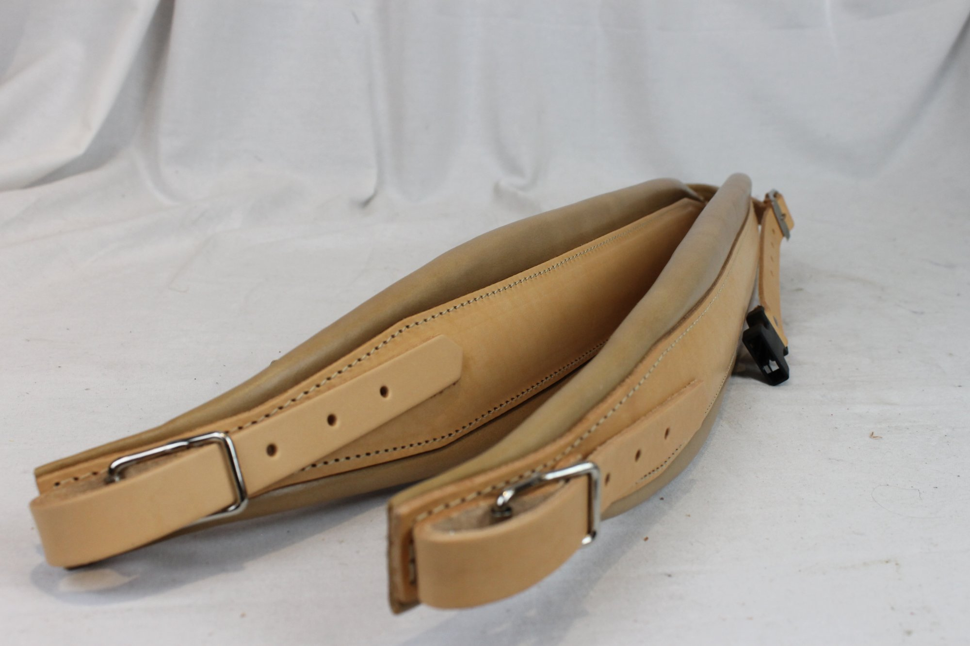 New Tan Leather Pelle Fuselli Accordion Shoulder Straps Width (8cm / 3.1in) Length (95~115cm / 37.4~45.3in)