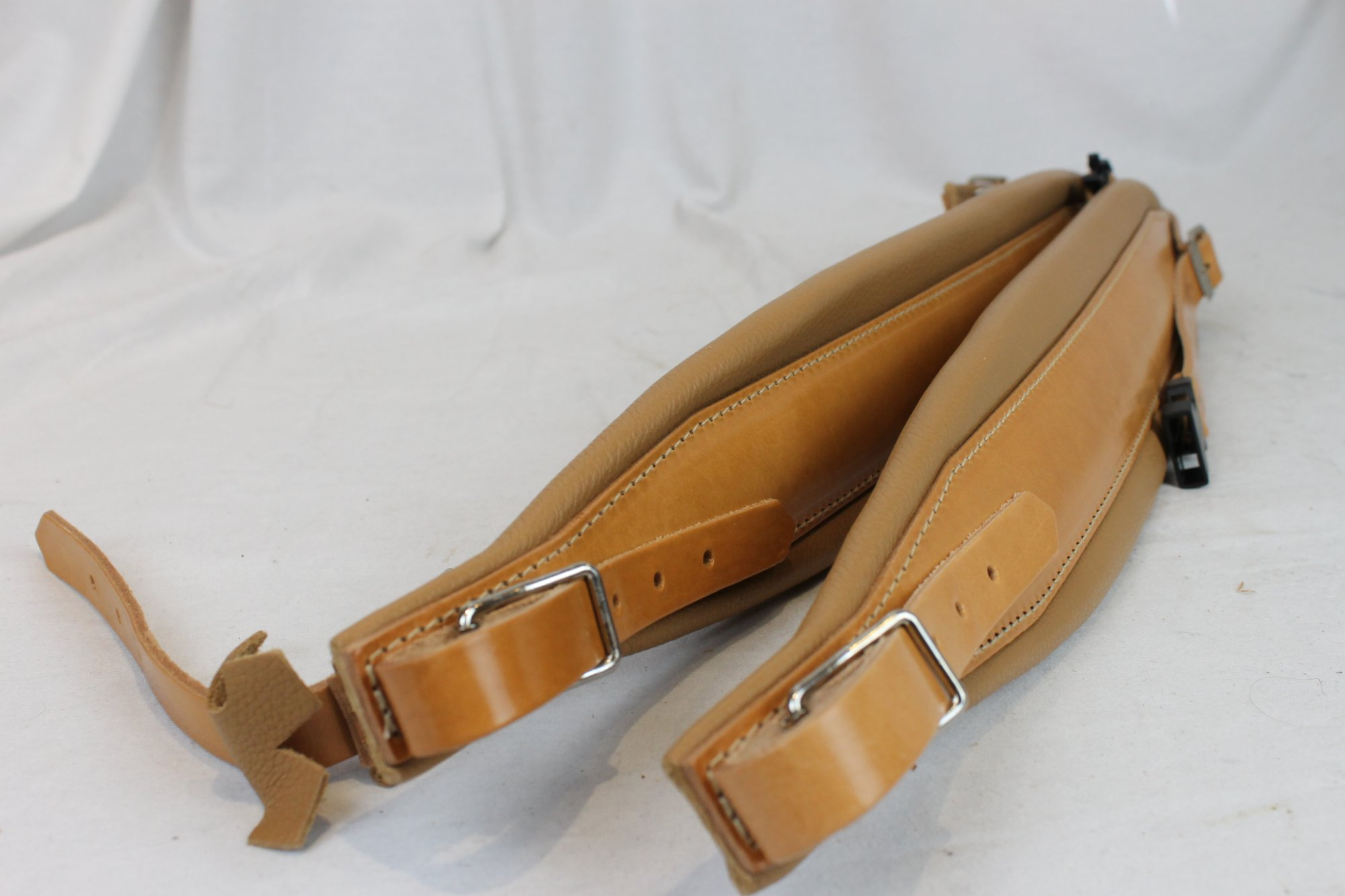 New Tan Leather Pelle Fuselli Accordion Shoulder Straps Width (8cm / 3.1 inch) Length (105cm-123cm / 41.3-48.4 inch)