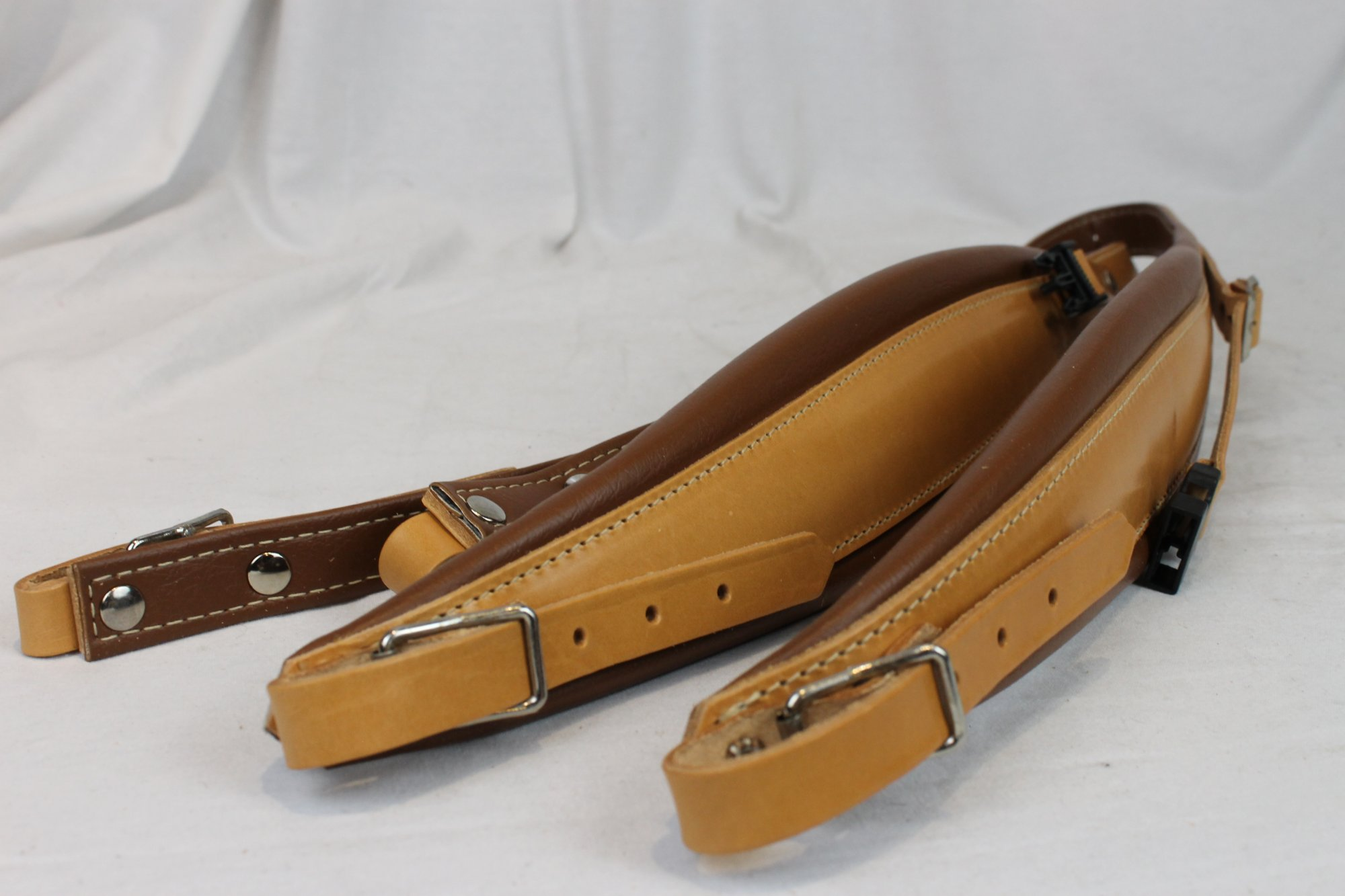 NEW Tan Leather Fuselli Accordion Shoulder Straps With Back Straps Width (9cm / 3.5 inch) Length (105cm-123cm / 41.3-48.4 inch)