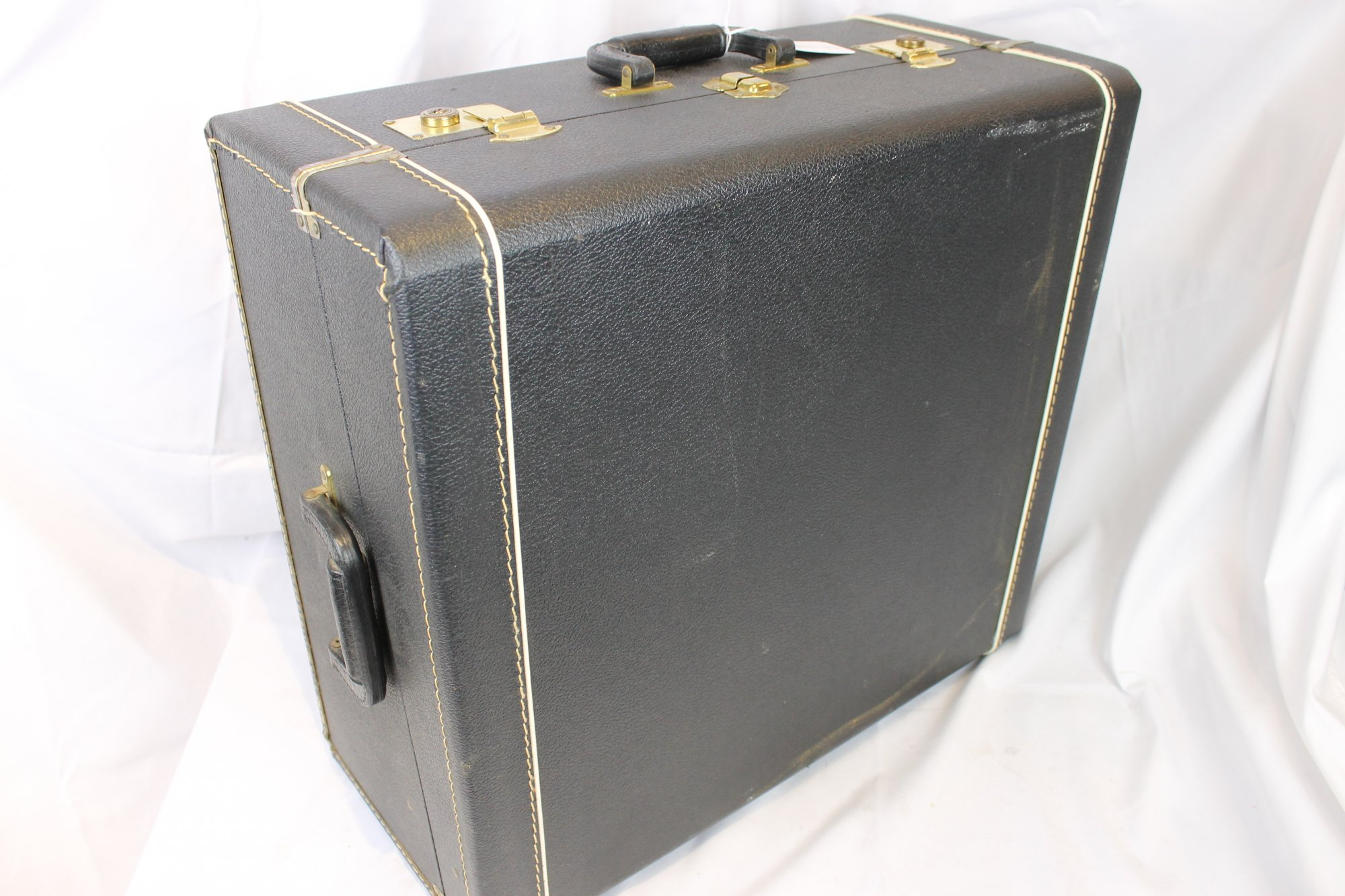Black Giulietti Accordion Hard Case 20 x 18.5 x 9 (51cm x 47cm x 23cm)