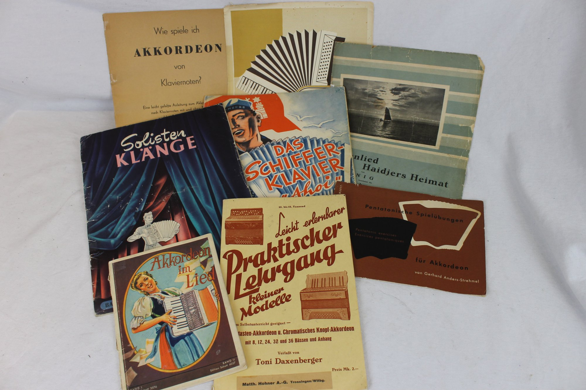 Lot of 8 Used Accordion Books and Sheets - German