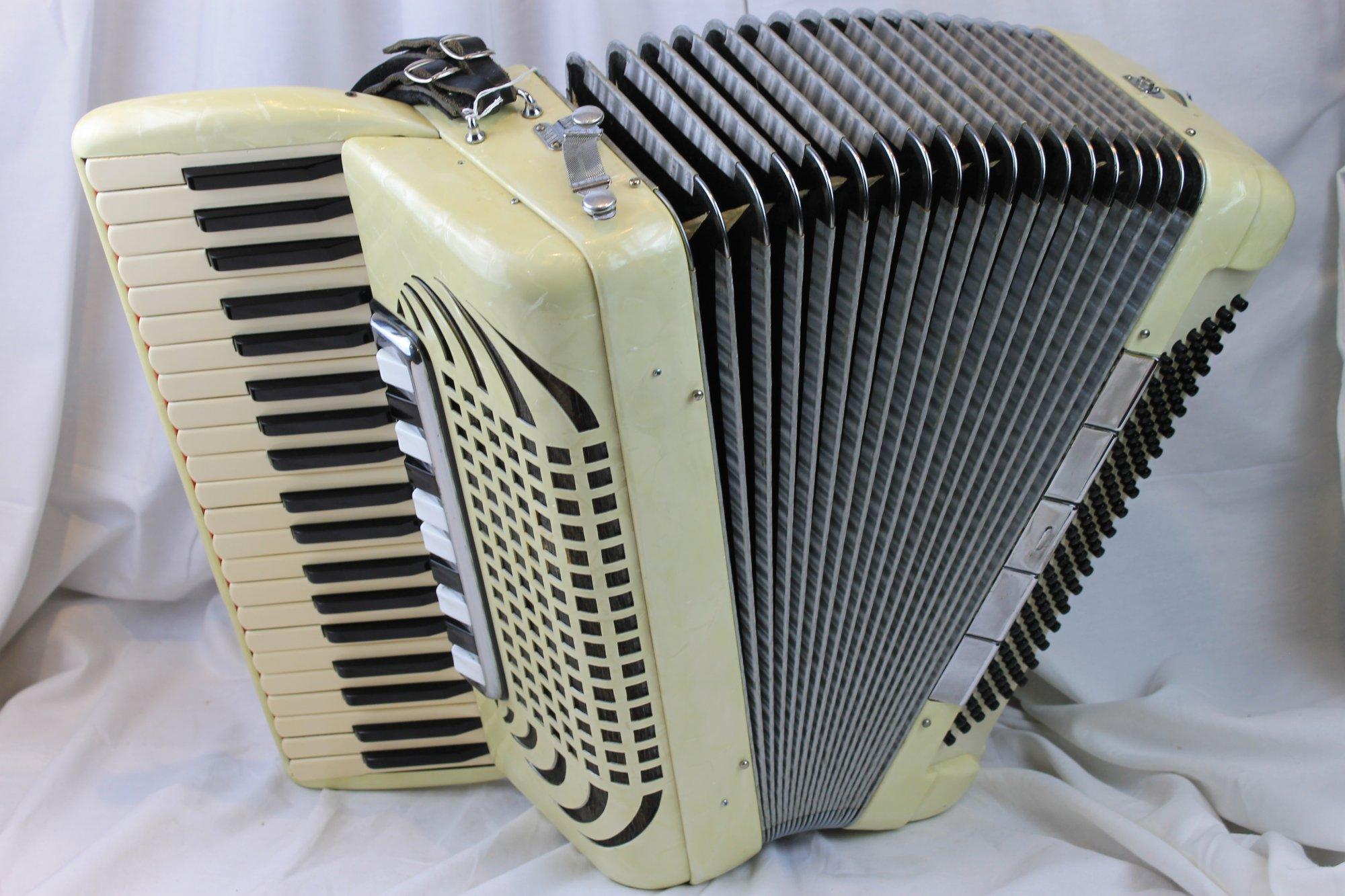 2352 - Cream Pearl Italian Piano Accordion LLMH 41 120