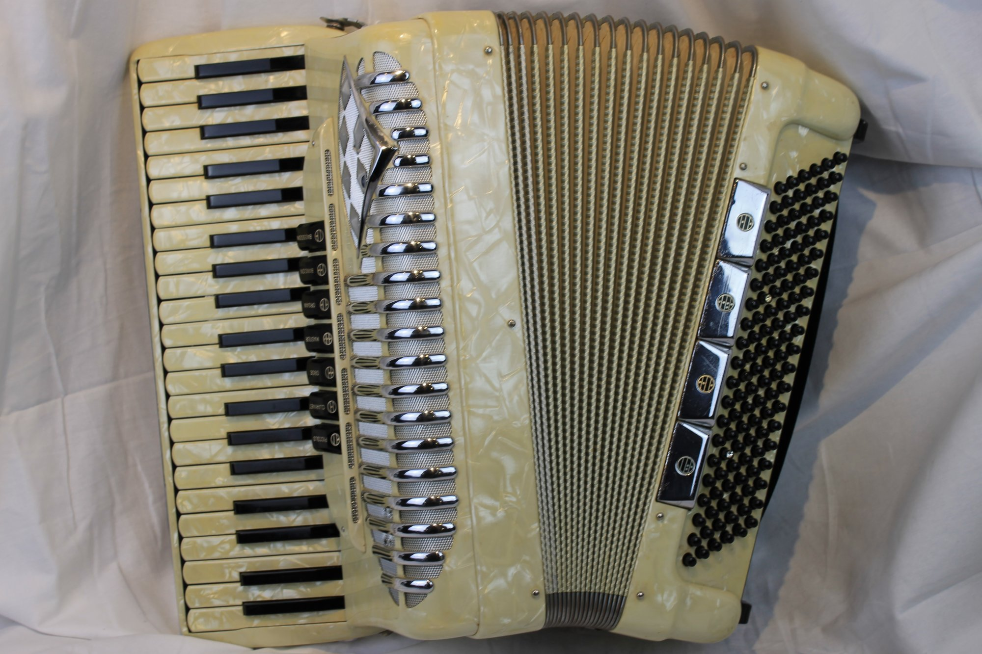 2826 - Ivory Morbidoni Piano Accordion LMH 41 120