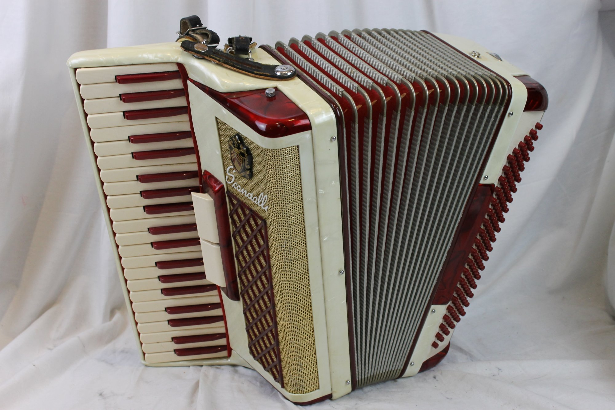 2880 - Red Cream Scandalli Piano Accordion LM 41 120
