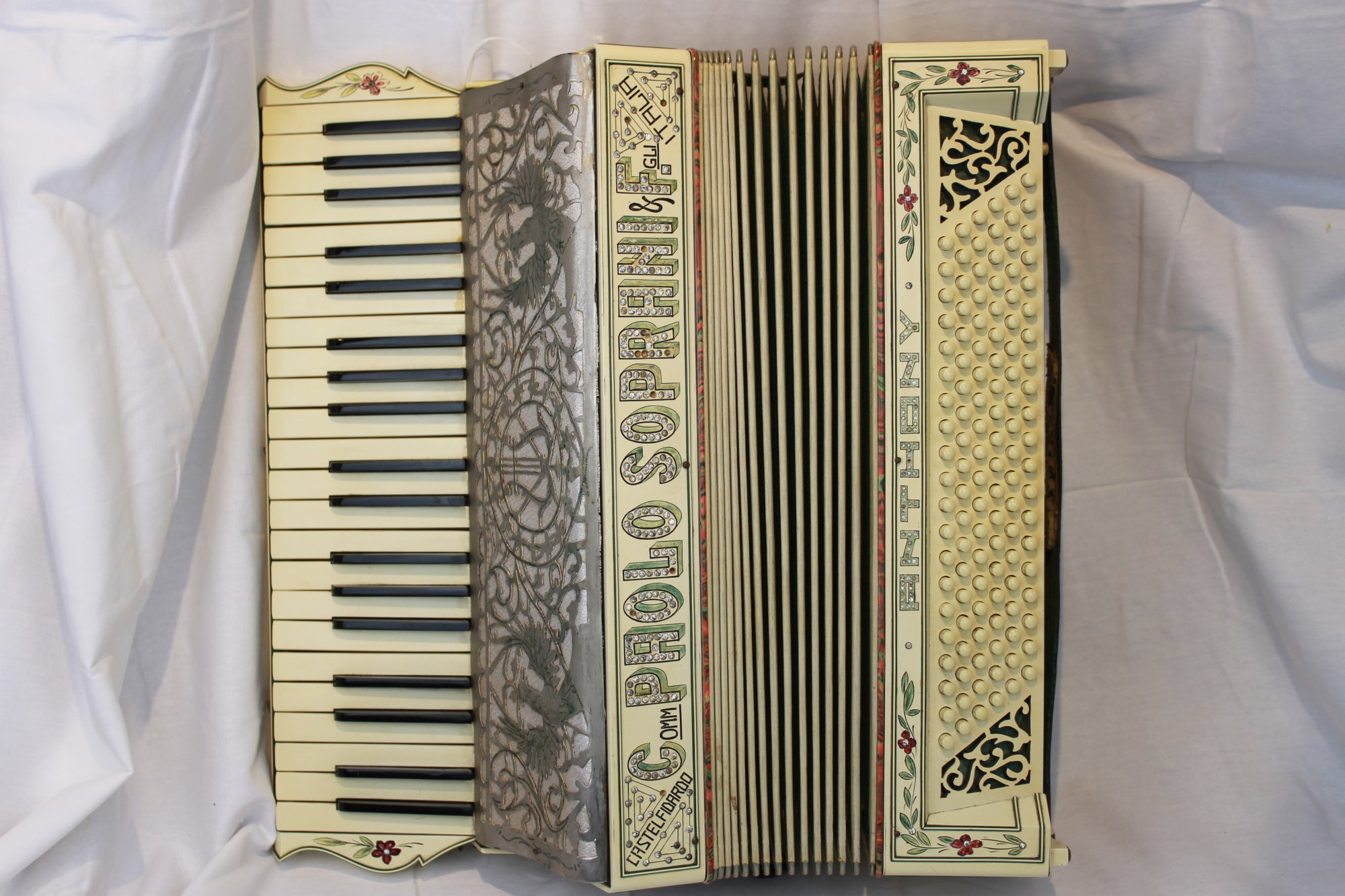 2910 - Ivory Paolo Soprani & Figli  Piano Accordion LMMM 41 120