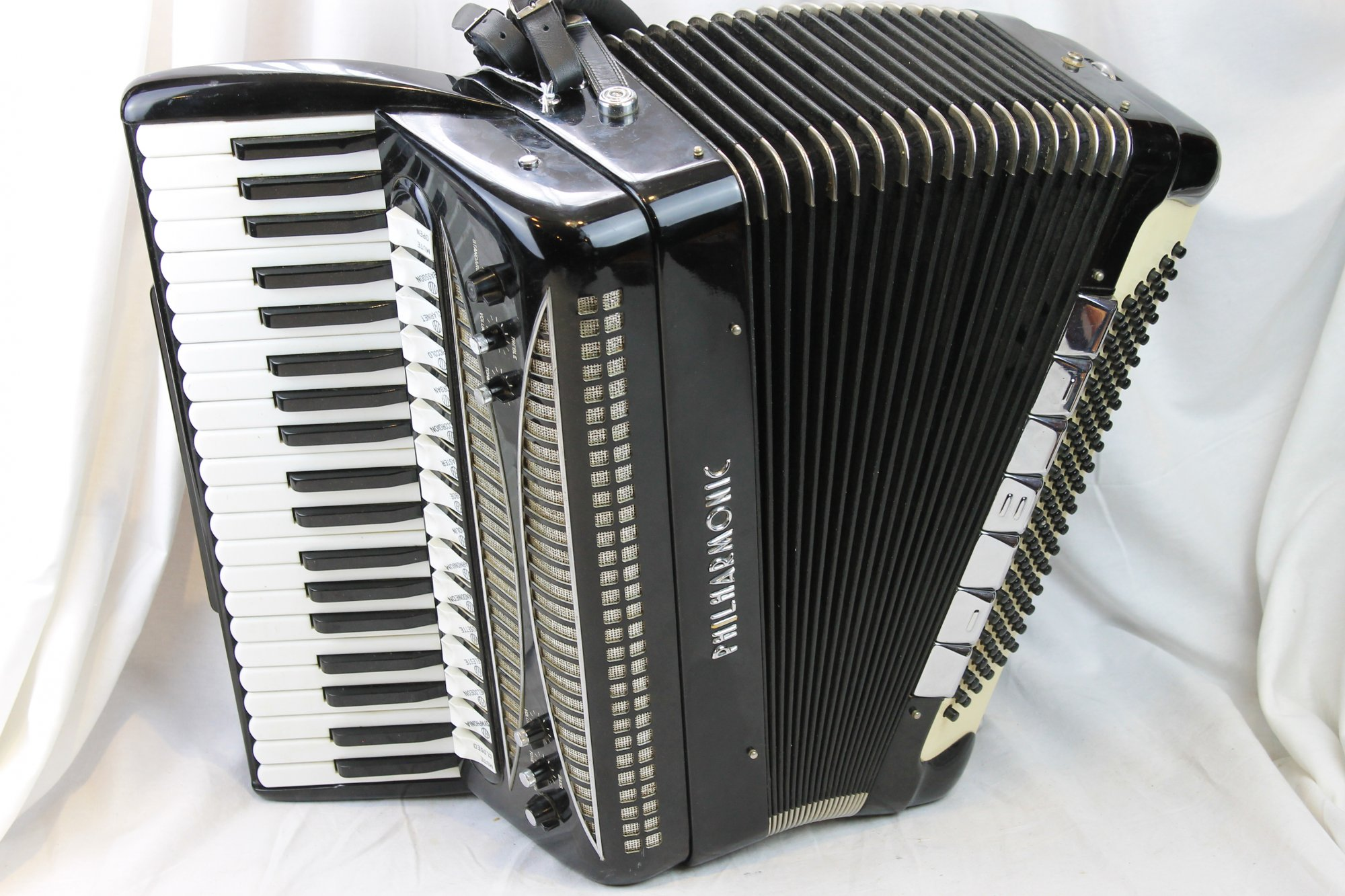 3024 - Black Philharmonic Piano Accordion LMMH 41 120