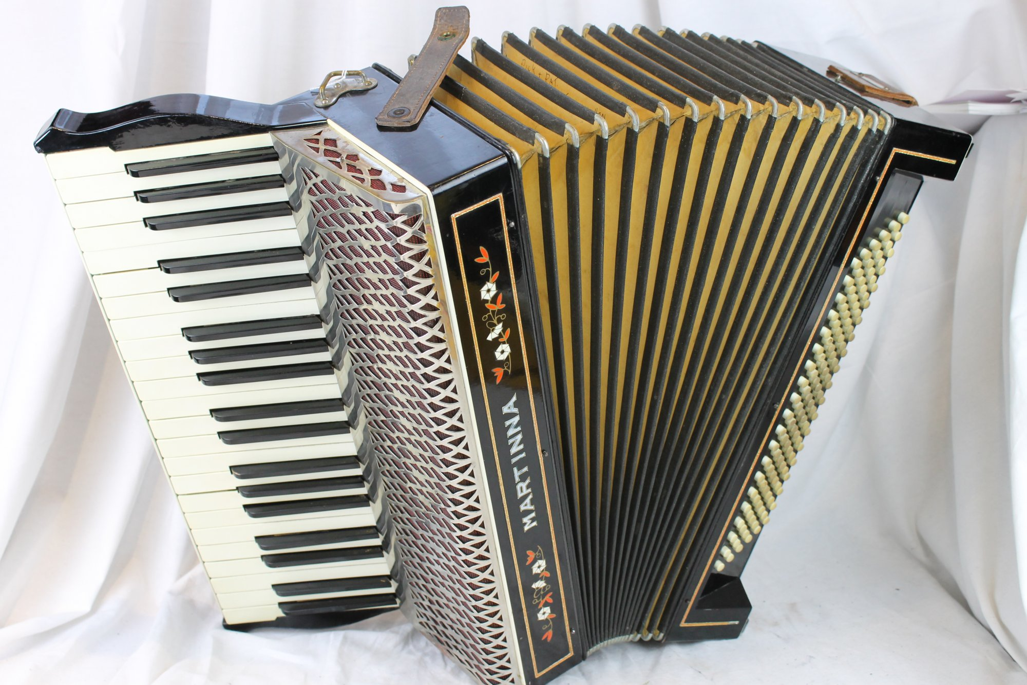 3100 - Black Forest Hohner Martinna Piano Accordion LMM 41 120