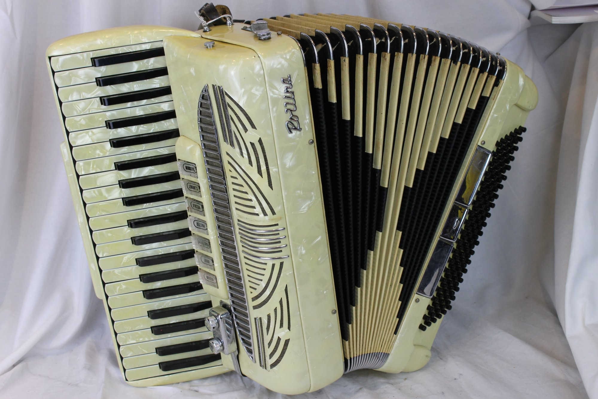 3105 - Ivory Pollina Piano Accordion LMH 41 120