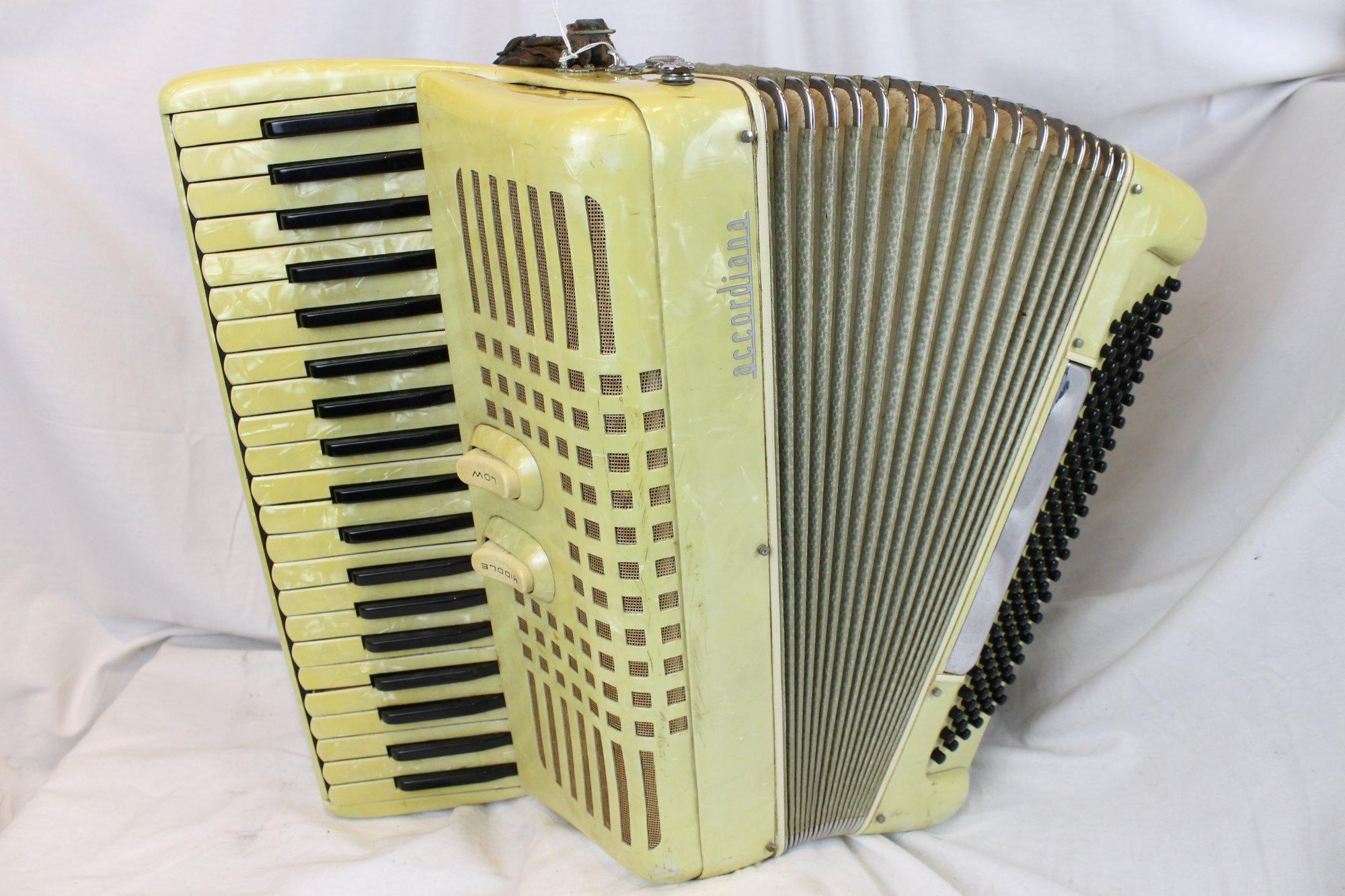 3188 - Cream Accordiana Piano Accordion LMM 41 120