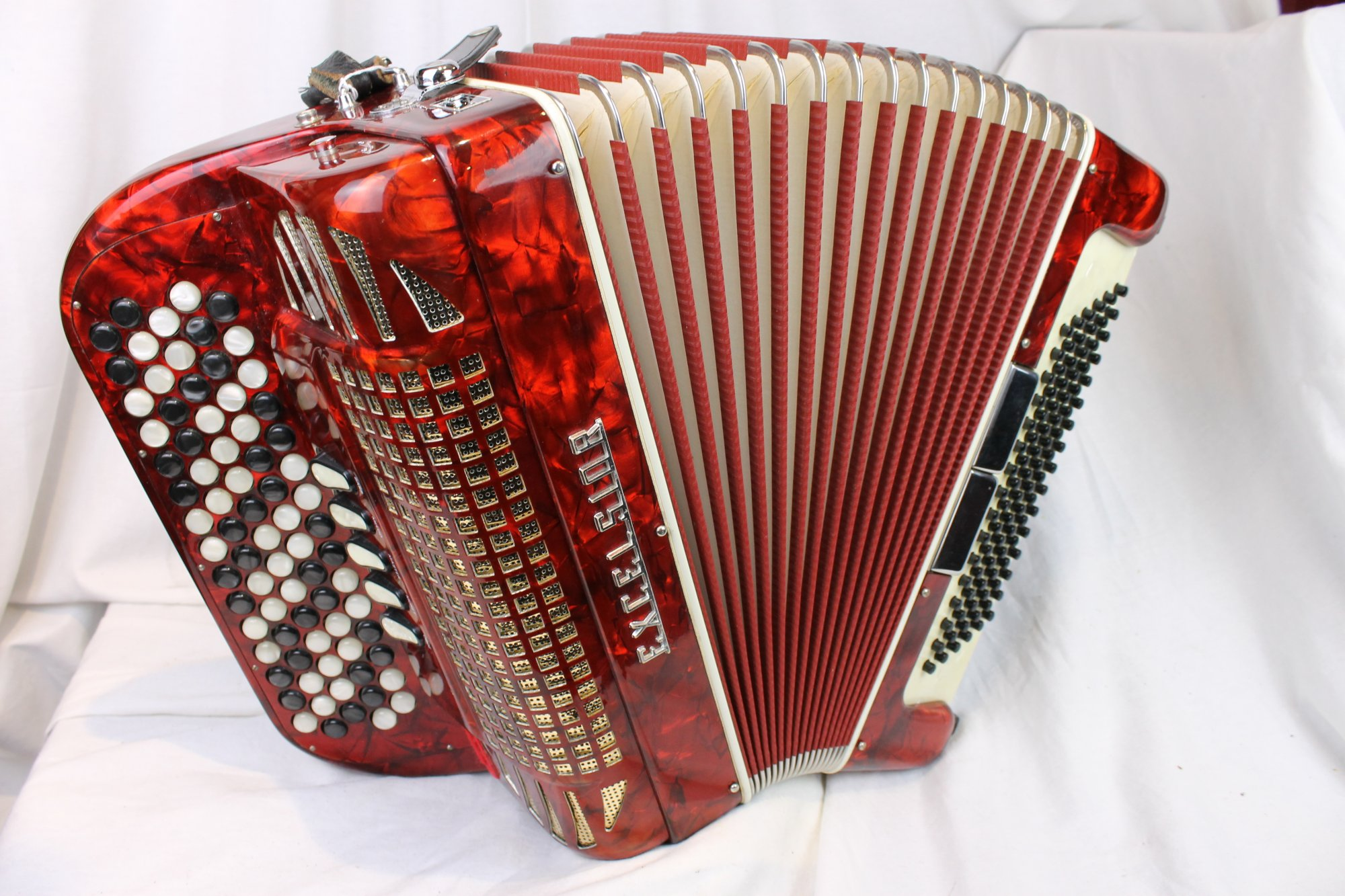 3200 - Red Excelsior 606 Chromatic Button Accordion LMM C System 77 96