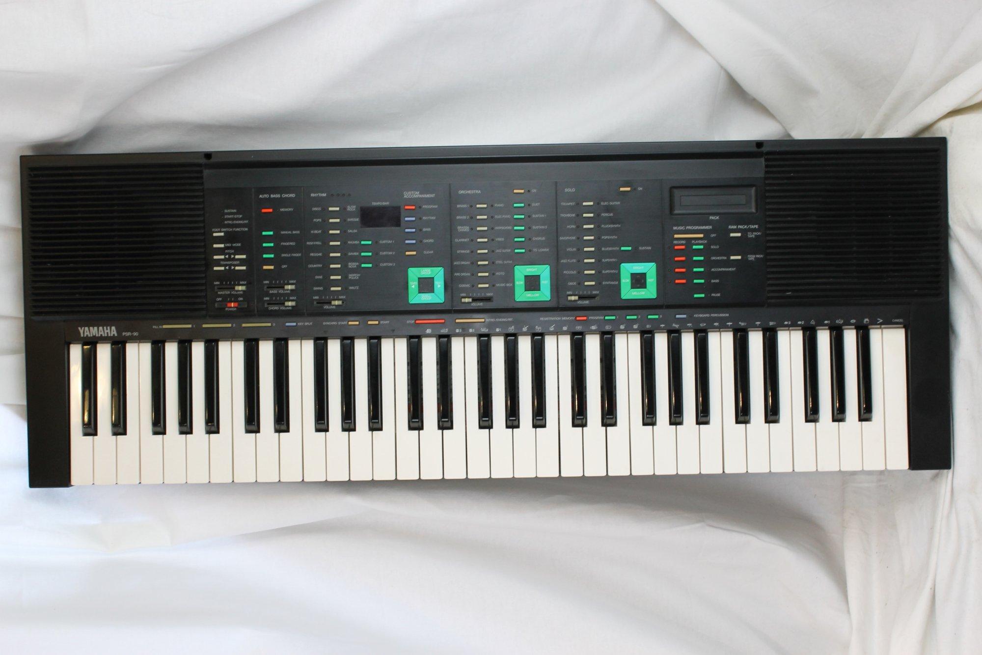 3208 - Black Yamaha PSR-90 Home Keyboard 1980's