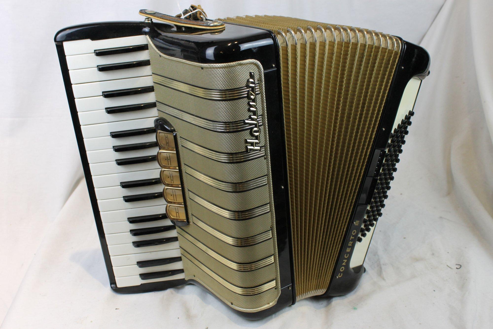 3284 - Black Hohner Concerto III Piano Accordion LMM 34 72