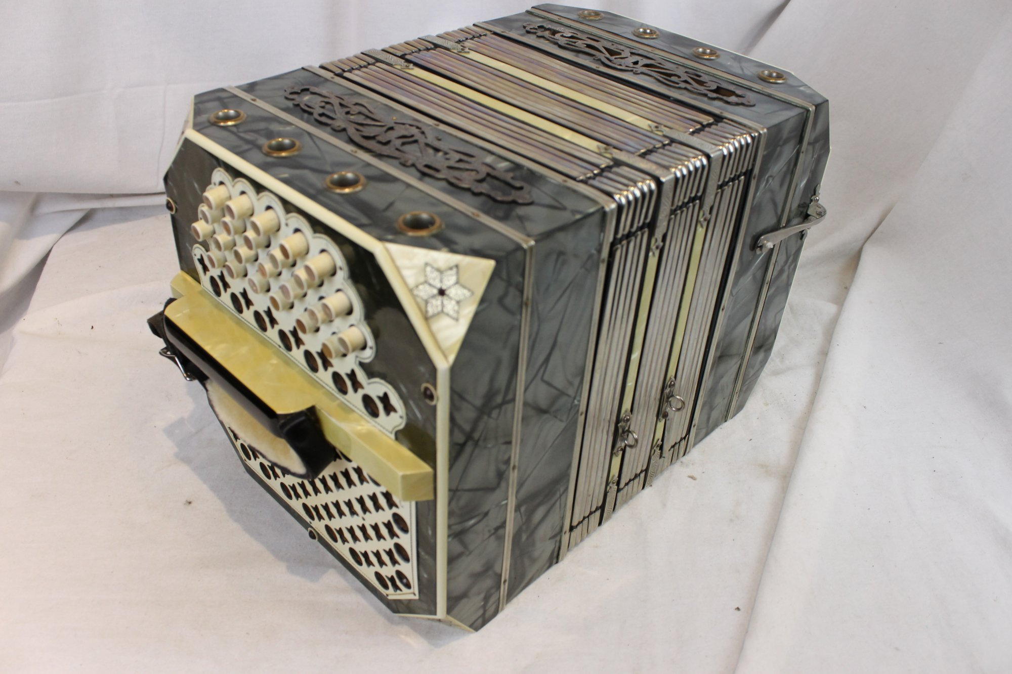 3442 - Slate Glass and Sons Chemnitzer Concertina MM 24 48