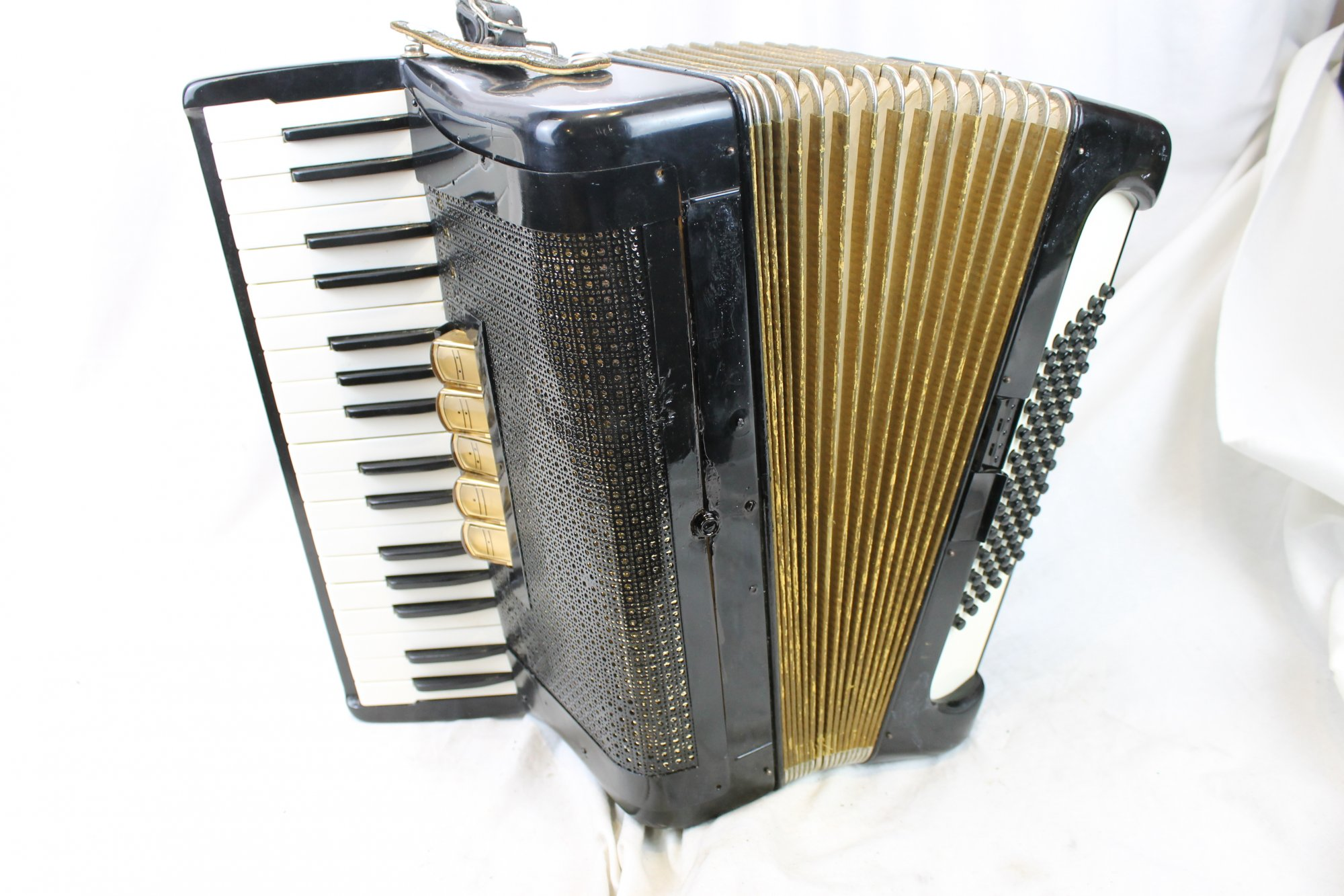 3446 - Black Hohner Concerto III Piano Accordion LMM 34 72