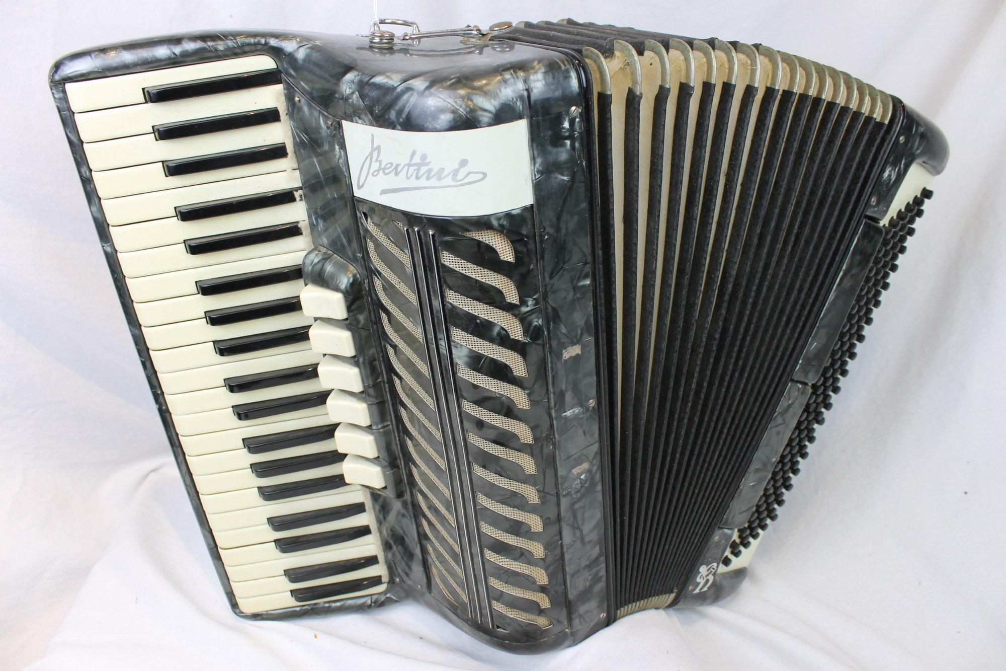 3603 - Slate Bertini Verona Piano Accordion LMMH 41 120