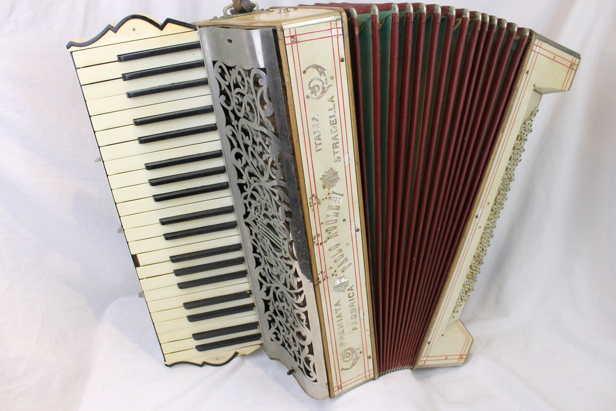 3608 - Cream Paolo Rogledi Piano Accordion LMM 41 120 - For Parts or Repair
