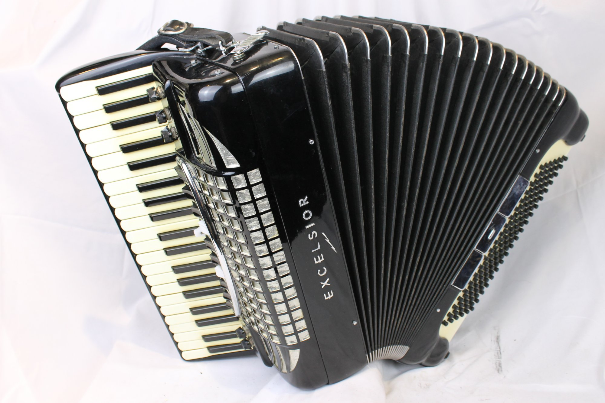 3645 - Excelsior Symphony Piano Accordion LMMH 41 120