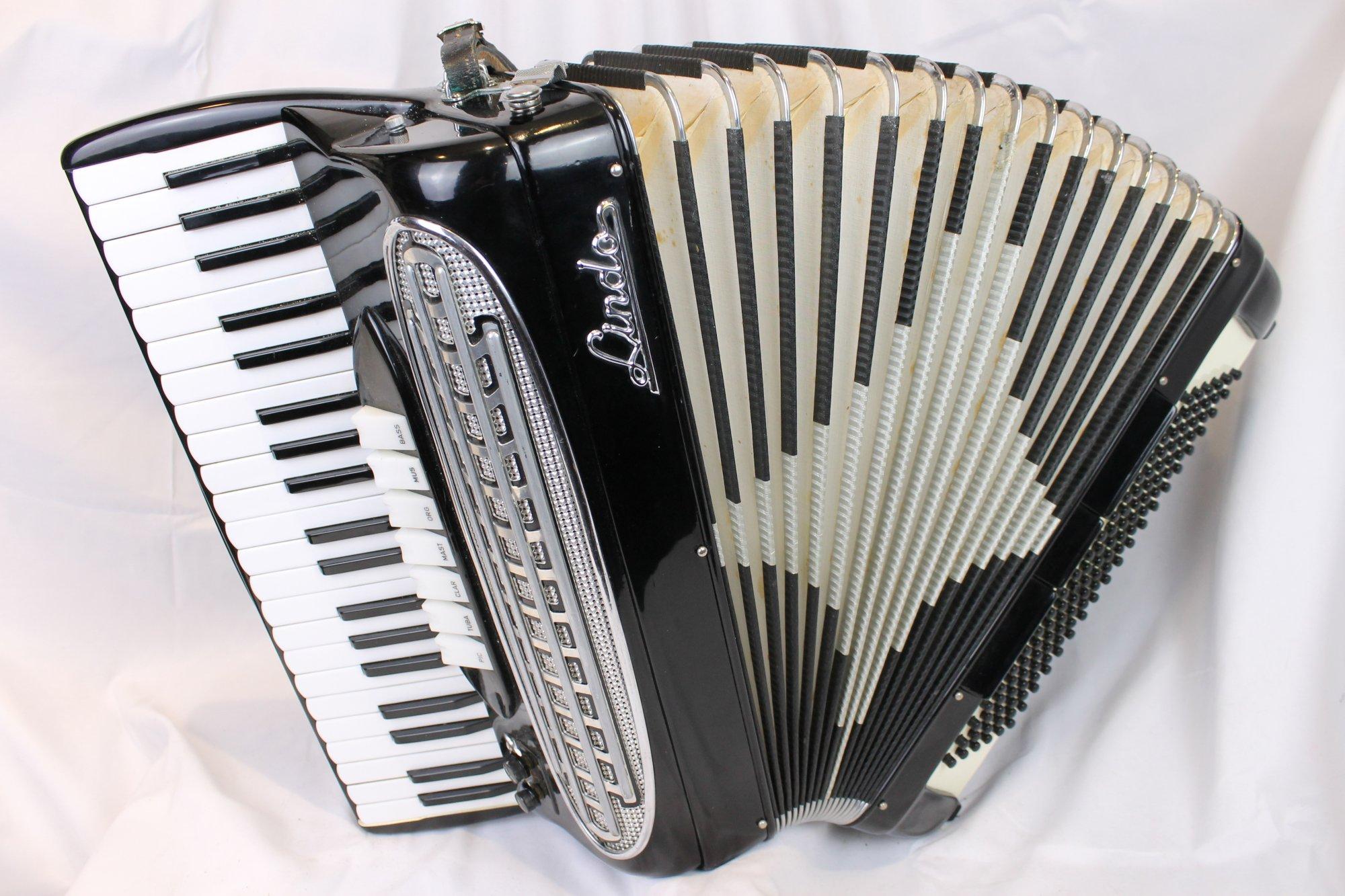 3647 - Black Lindo D95S Piano Accordion LMH 41 120