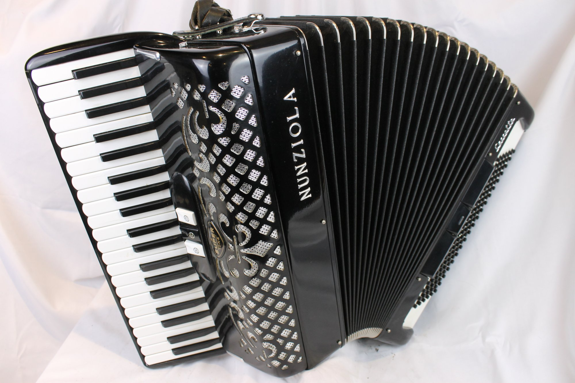 3793 - Black Nunziola Super Tone Cassotto Piano Accordion LM 41 120